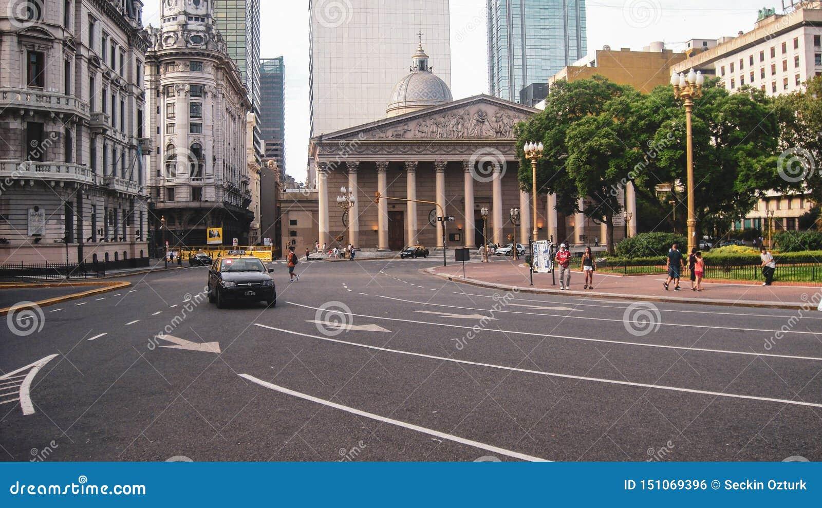 Vita di città e vista della via a Buenos Aires