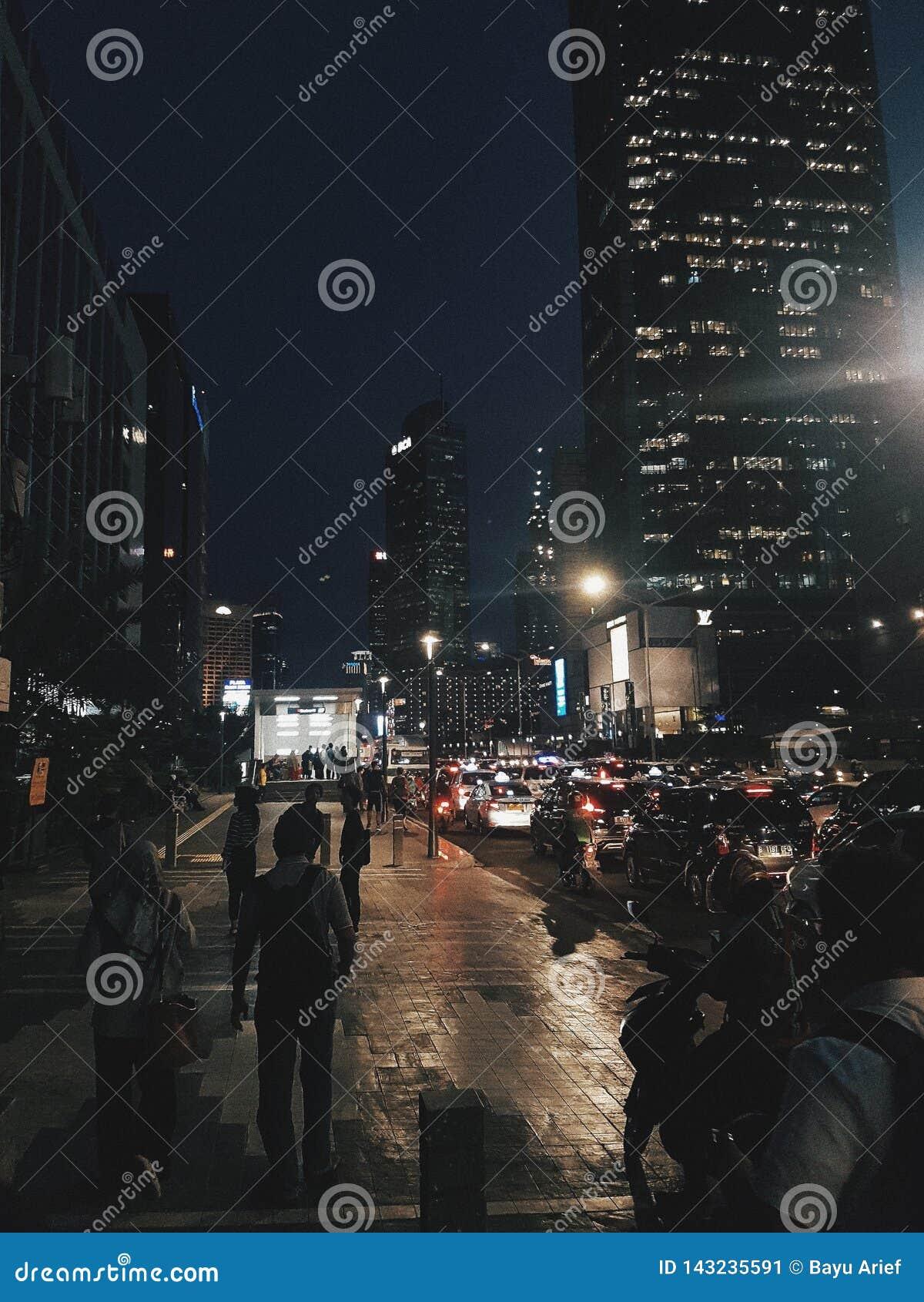 Vita di notte moderna di Jakarta