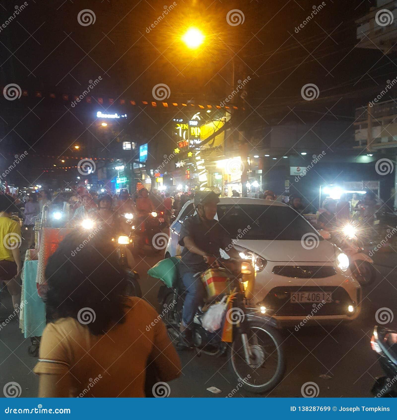 Vita di notte in Saigon