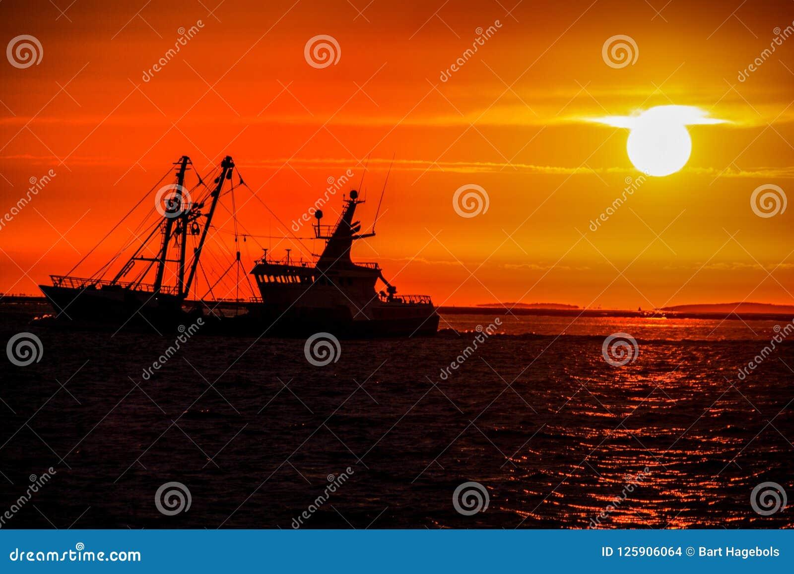 Vita di un uomo del pescatore sul mare del rhe