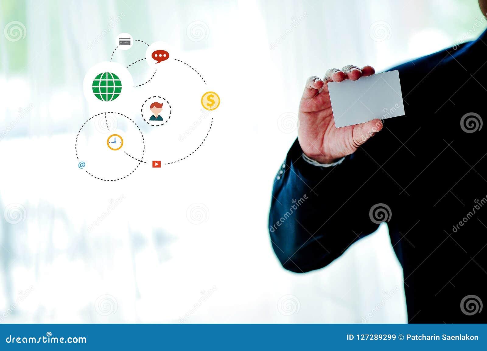 Vita kreditkorthållare med vitt utrymme och betald teknologi f