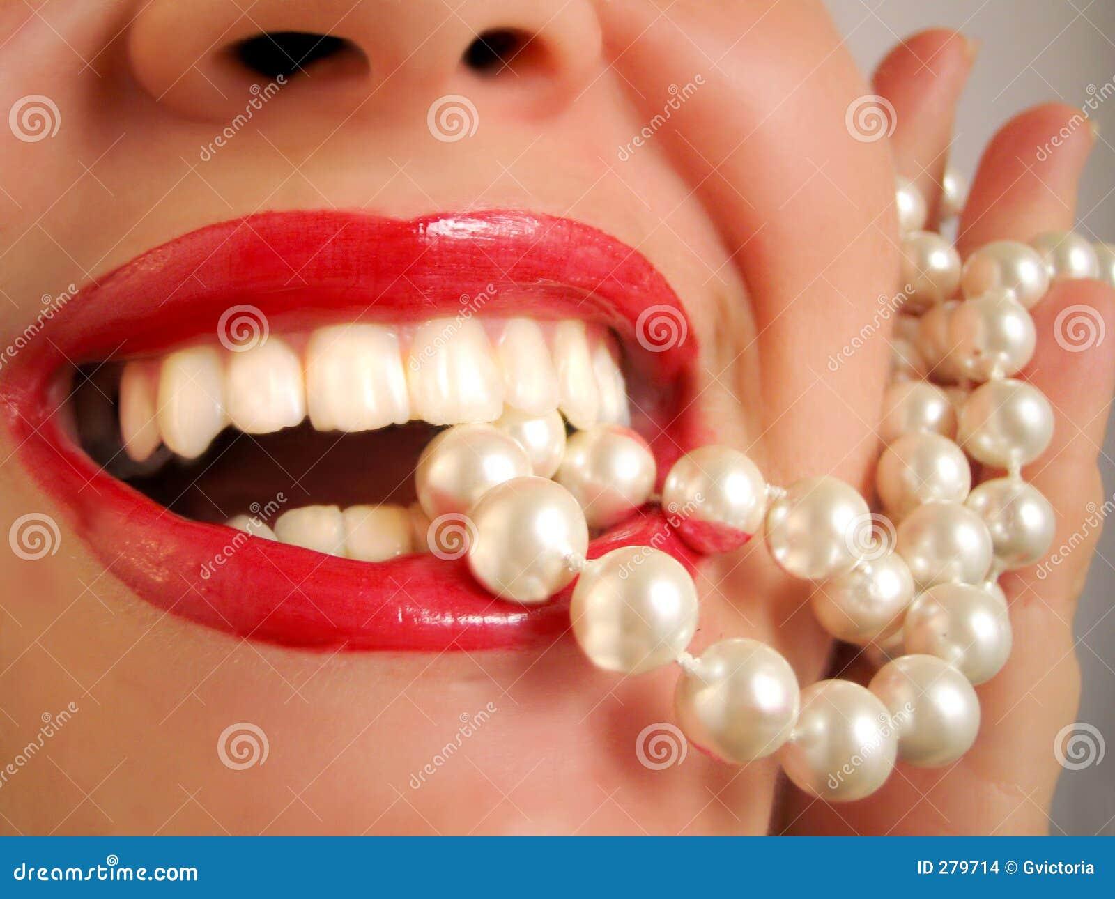 Vita pearly tänder