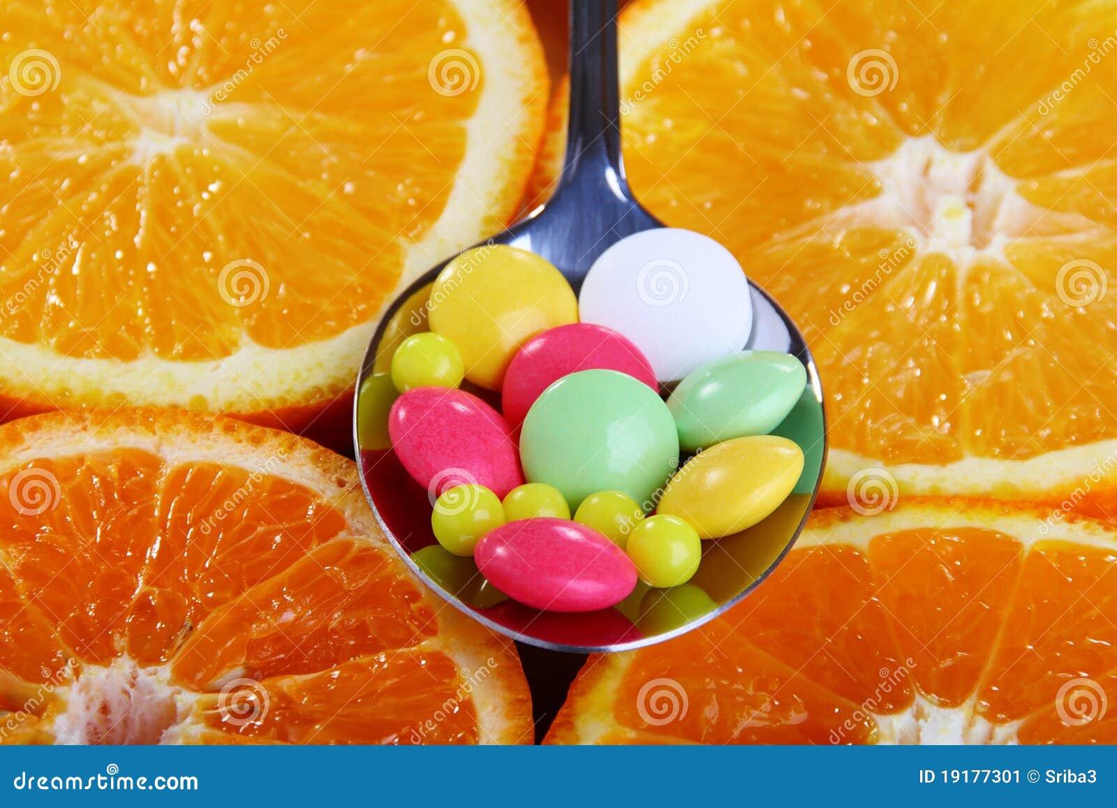 Vitaminas em círculos do citrino.