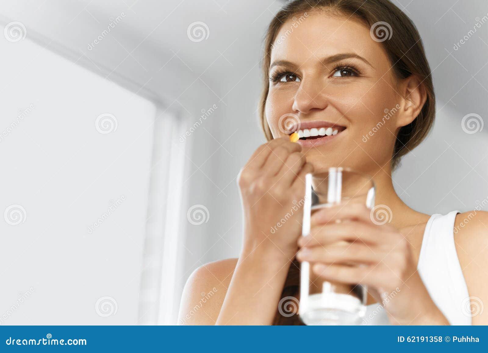 Vitamine Gesunde Diät Gesunde Ernährung, Lebensstil Mädchen mit Kabeljau