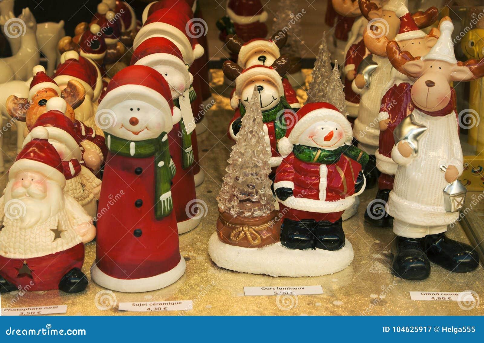 Download Vitrine Van Kerstmisdecoratie Stock Afbeelding - Afbeelding bestaande uit frans, moose: 104625917