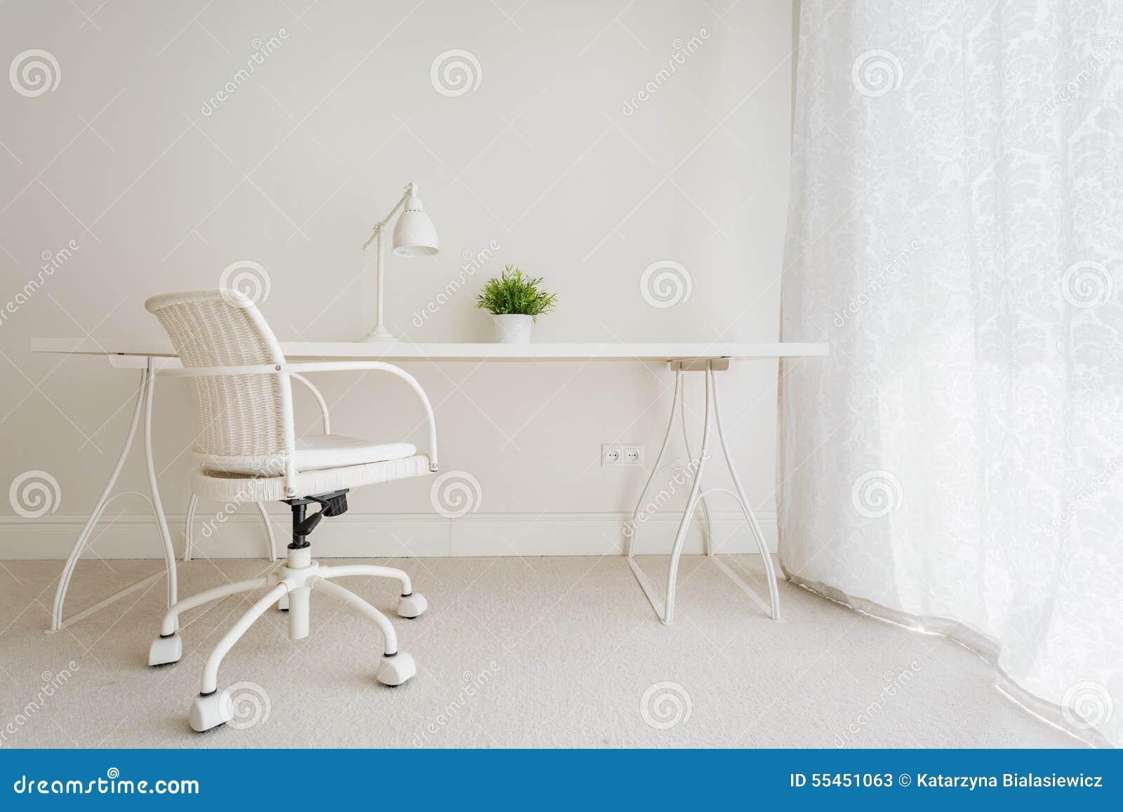 Vitt tomt skrivbord