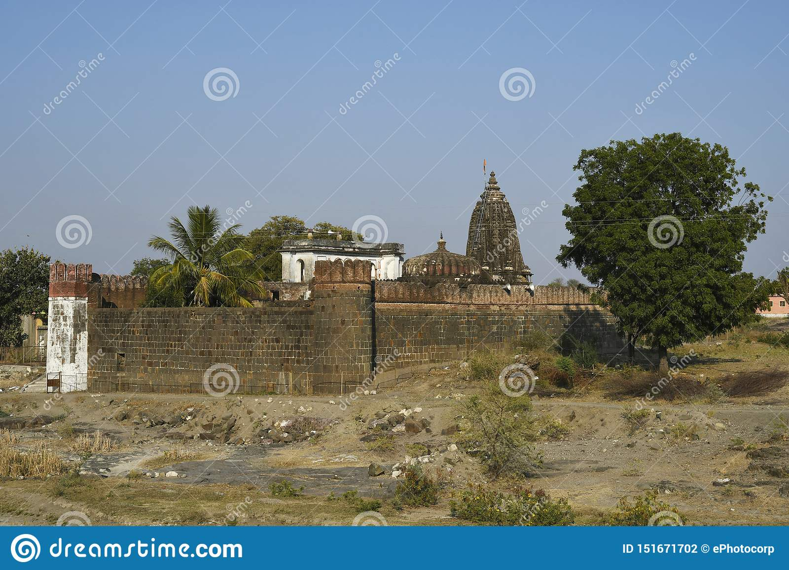 Vitthal tempel och dess omgeende befästningvägg, Palashi, Parner, Ahmednagar