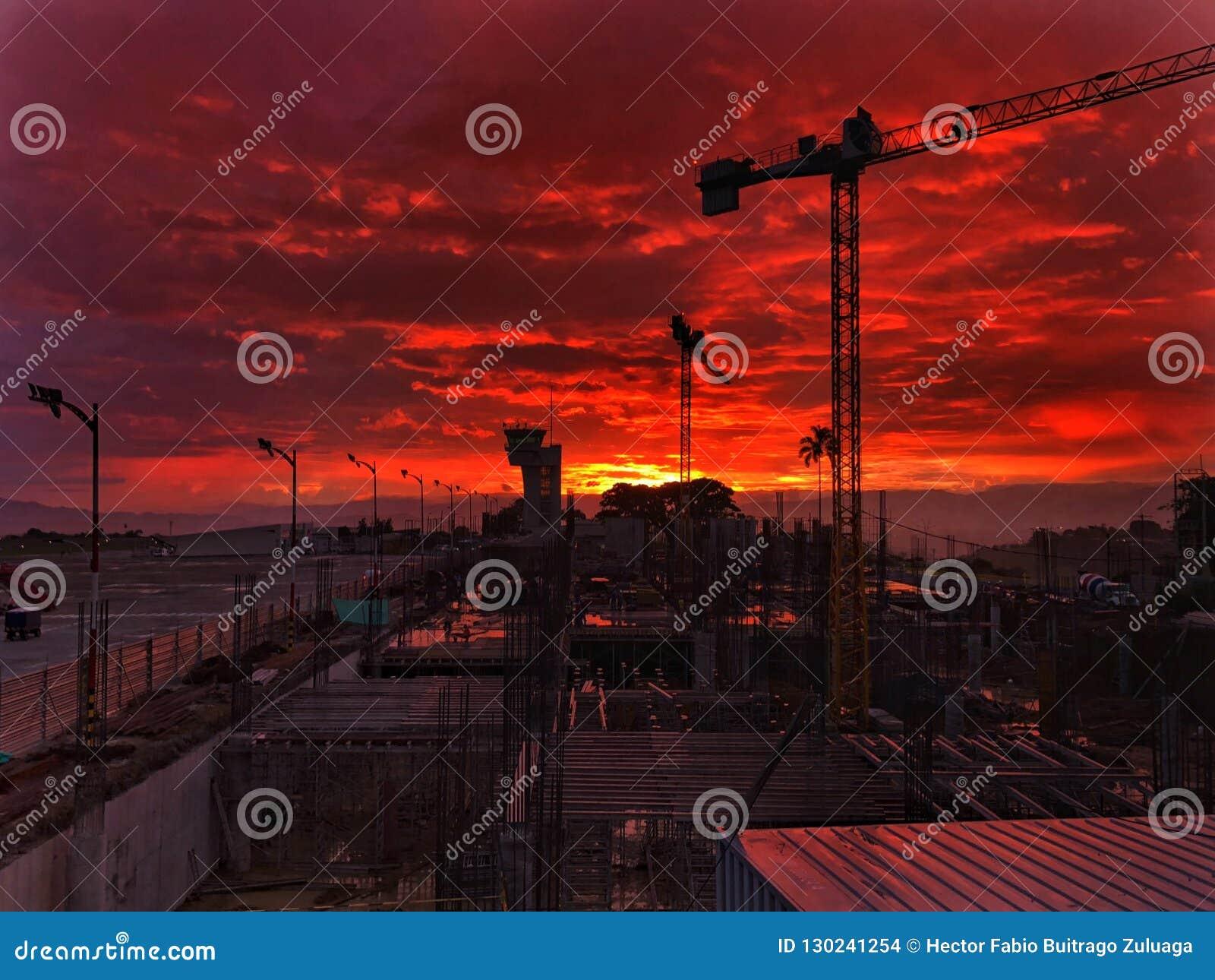 Viva e aprecie o por do sol a construção do aeroporto