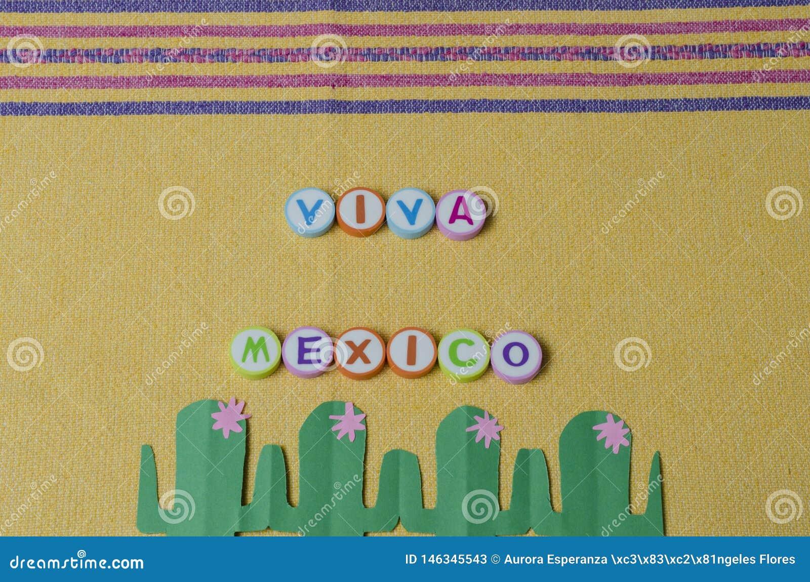 Viva Mexiko machte von den bunten Buchstaben und vom Gr?nbuchkaktus