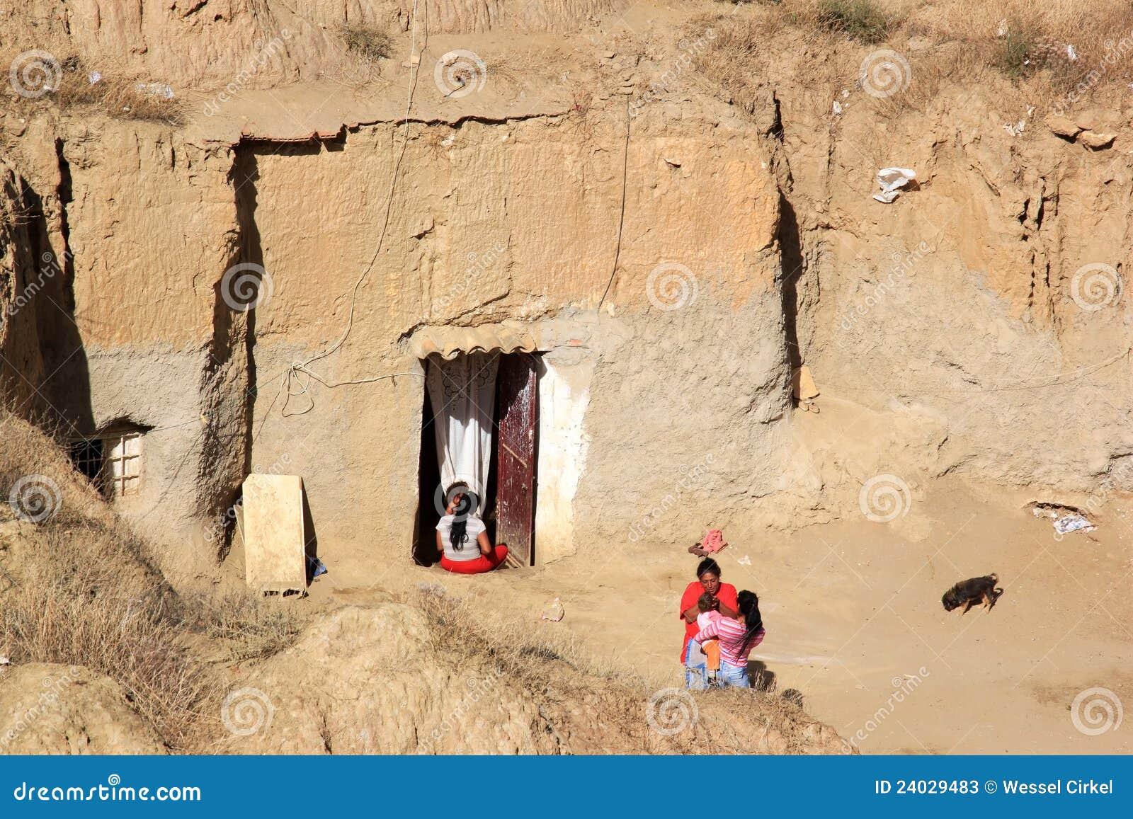 Vivendo nella caverna casa a guadix spagnolo l 39 andalusia - Finestra in spagnolo ...