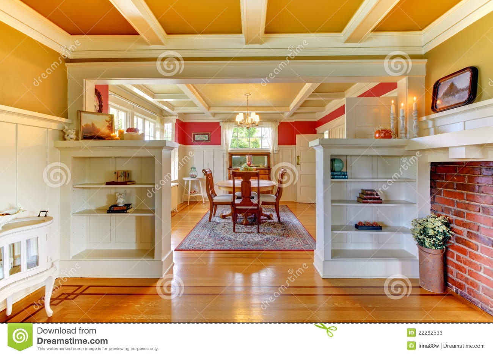 Vivere e sala da pranzo eleganti con oro e colore rosso - Colori pareti sala da pranzo ...