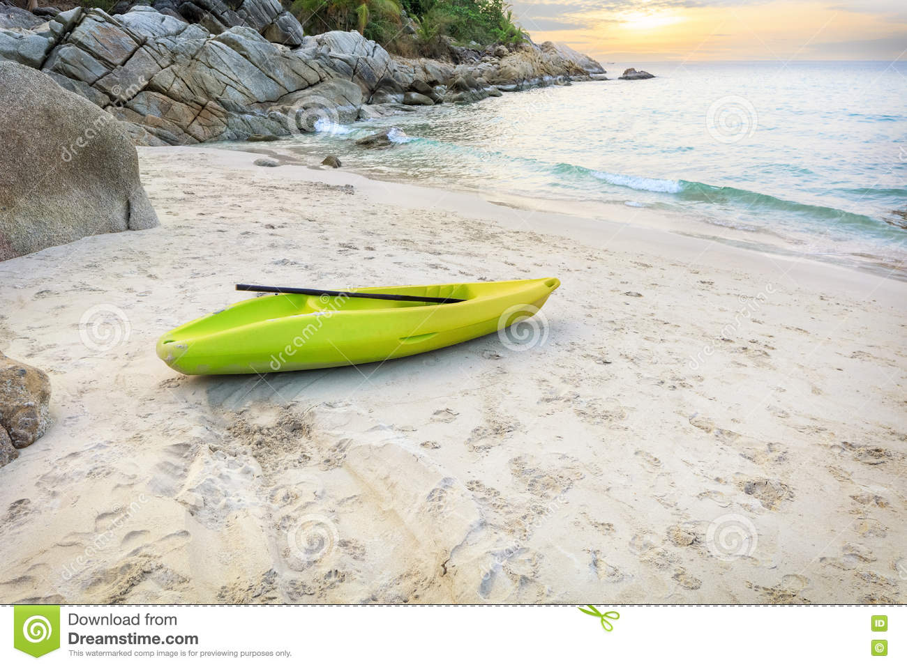a vivid description of the beach A description is an account that creates a vivid mental image the ability to describe people, places, or objects accurately is a useful life skill whether you are .