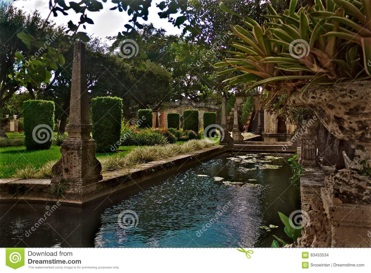 Vizcaya Museum And Gardens Courtyard Pool Stock Photo - Image of ...