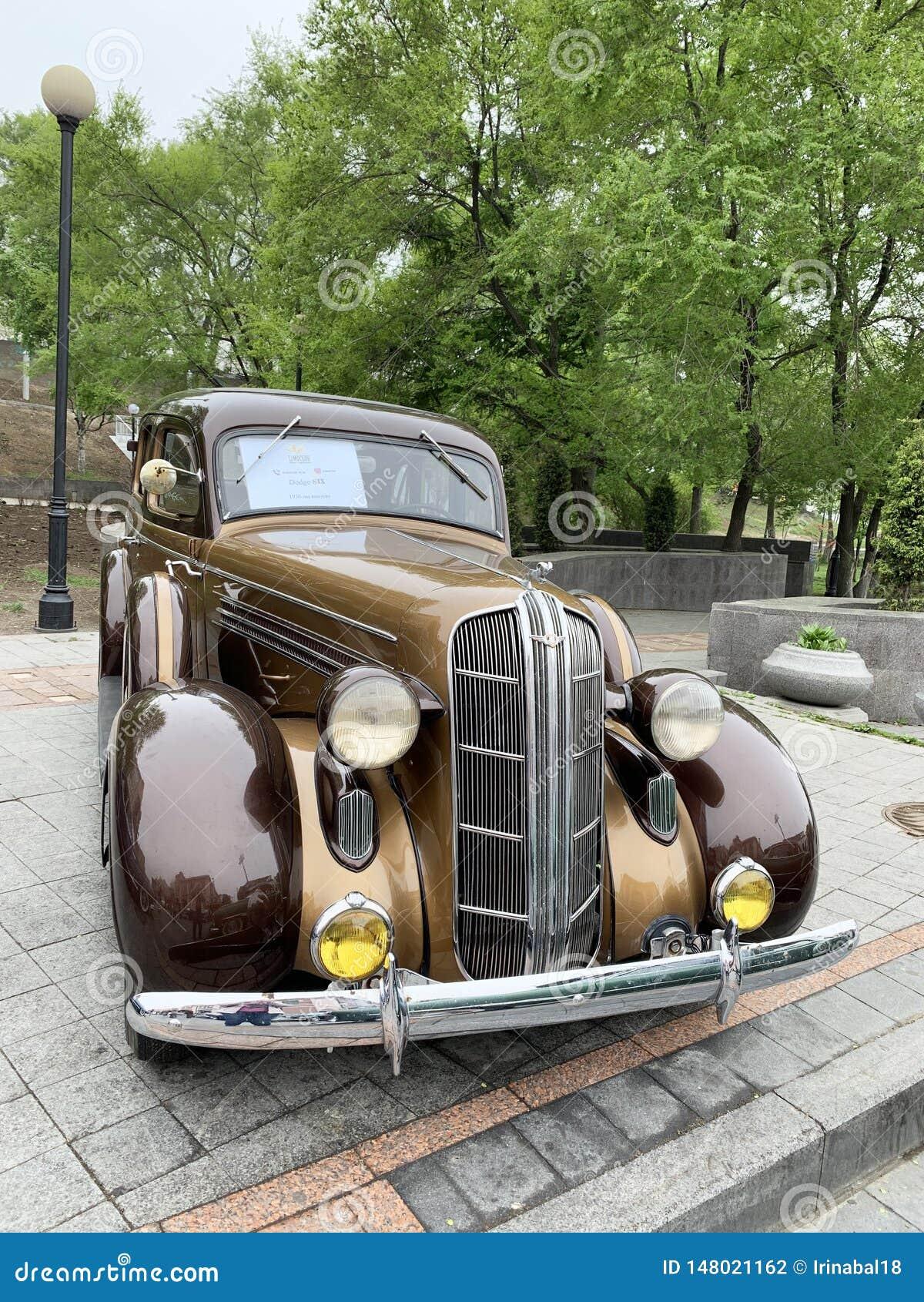 Vladivostok, Russie, mai, 18, 2019 Exposition des r?tro-voitures am?ricaines Dodge SIX de 1936 ans de fabrication Vladivostok, am