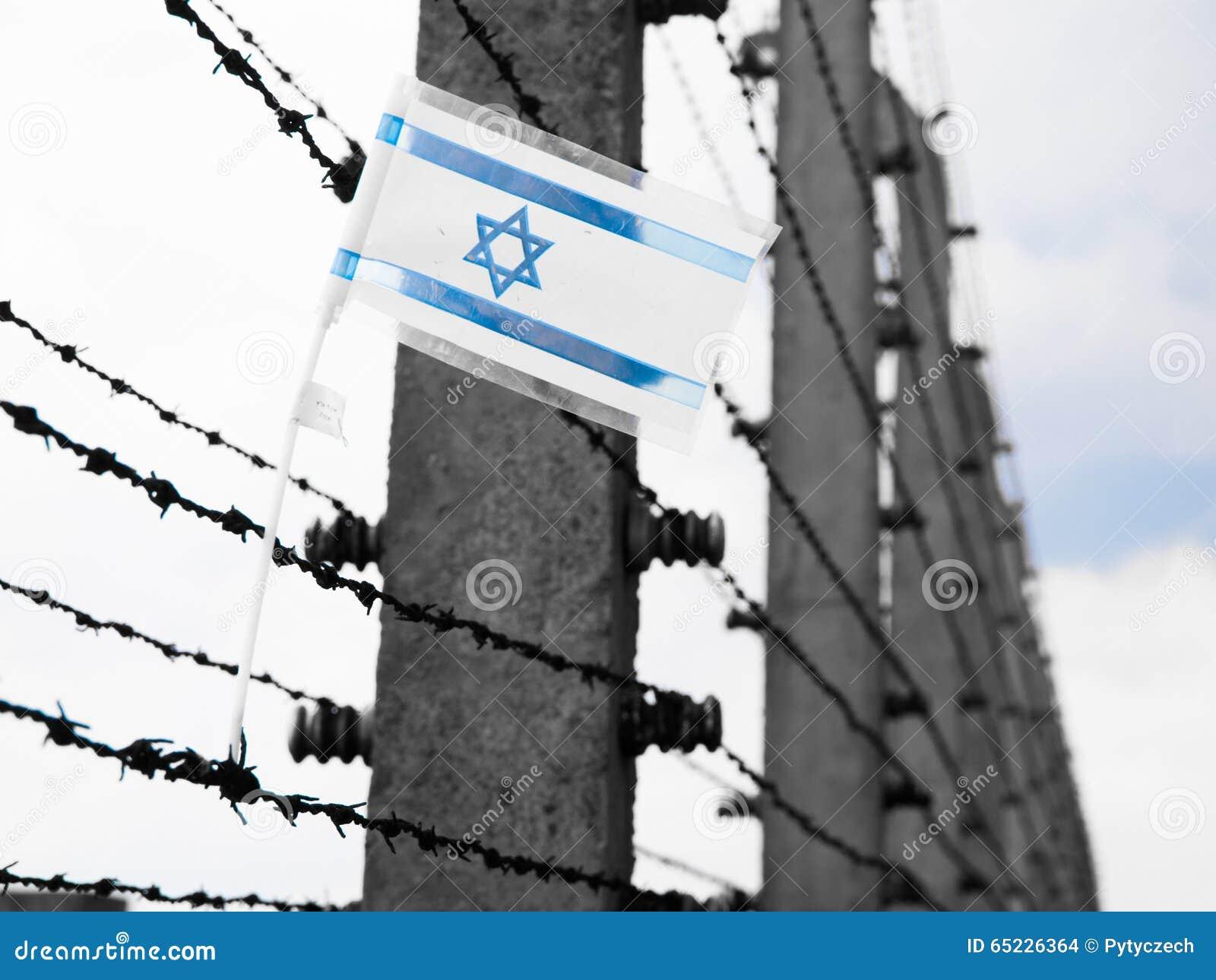 Vlag van Israël op barbwire