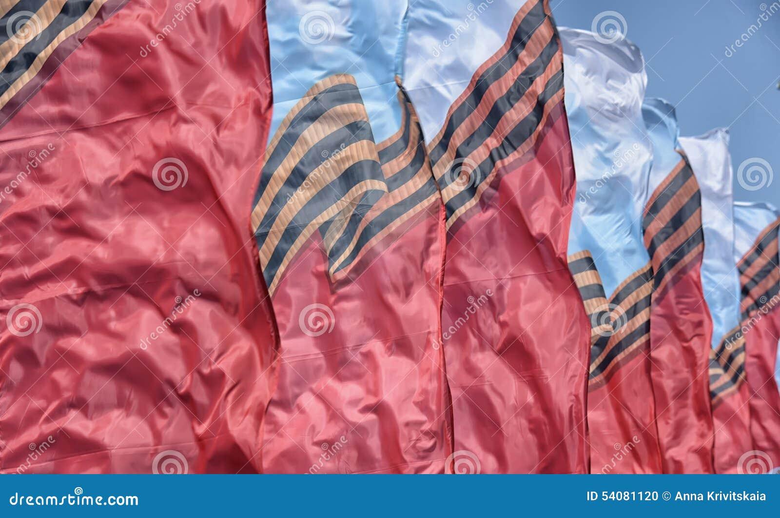 Vlaggen die in de wind golven