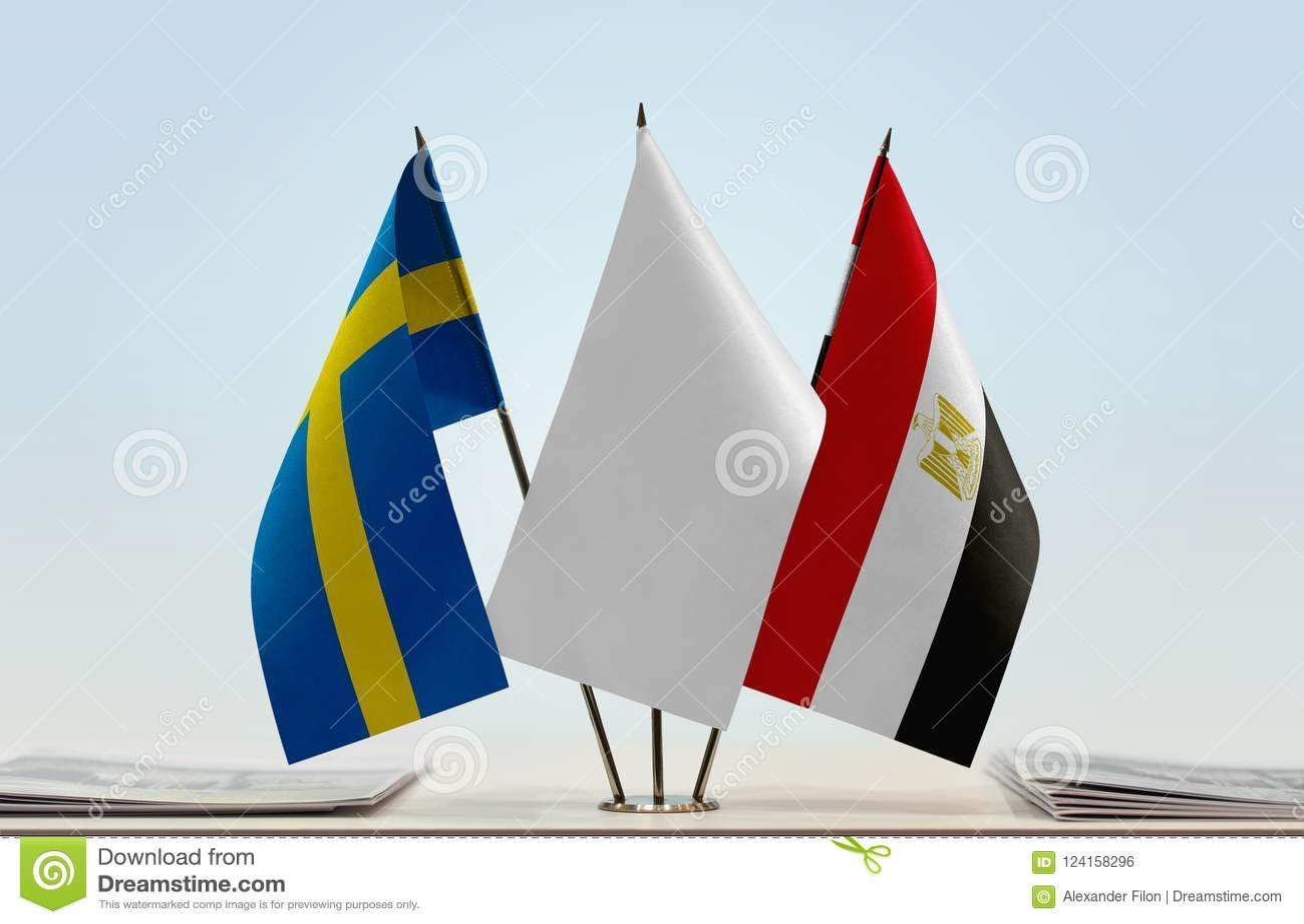Vlaggen van Zweden en Egypte