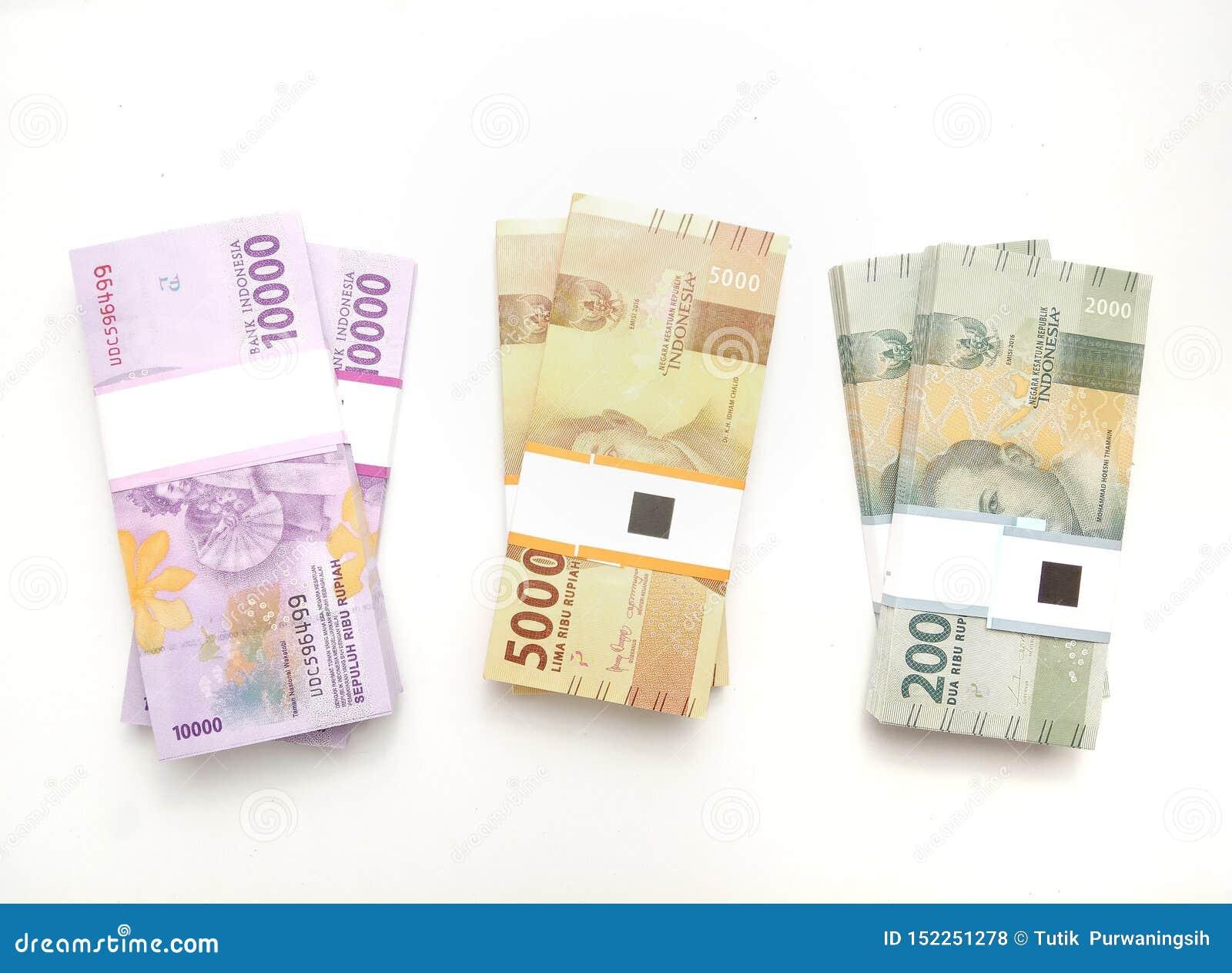 Vlak leg, Foto Eenvoudige Foto, Hoogste Weergeven, Pakken van het Geld van Roepieindonesië, 2000, 5000, 10000, bij witte achtergr