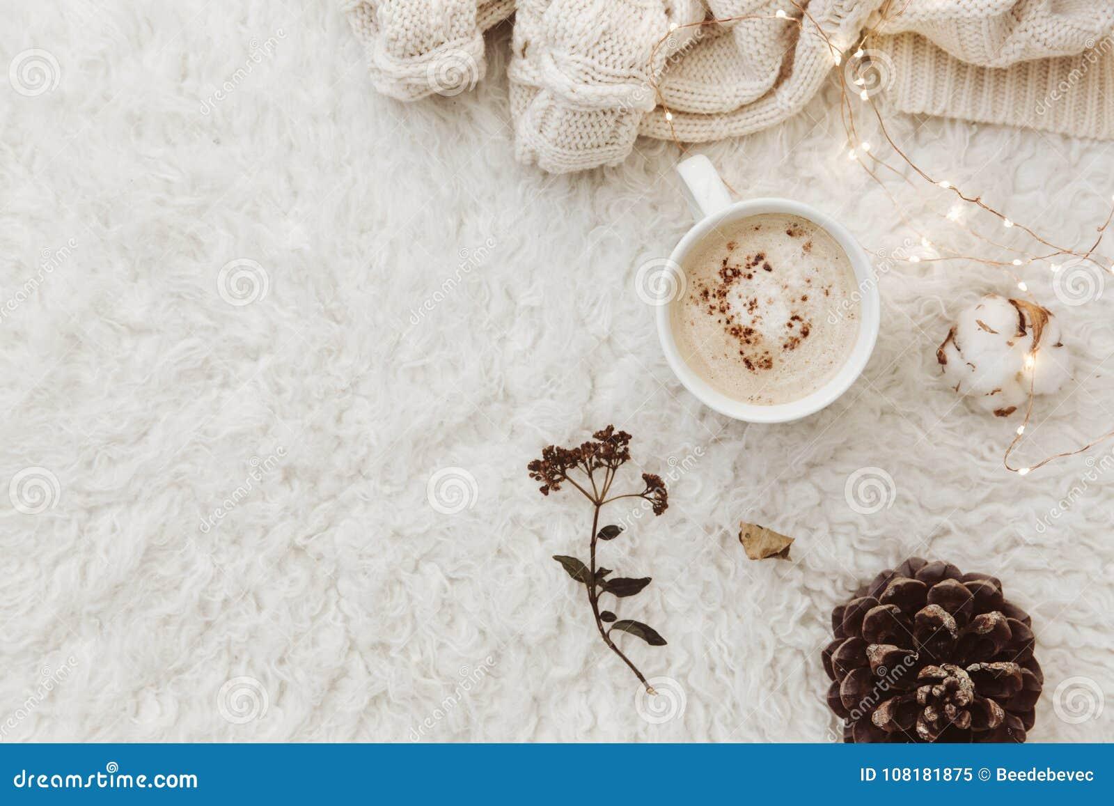 Vlak leg samenstelling met kop van koffie