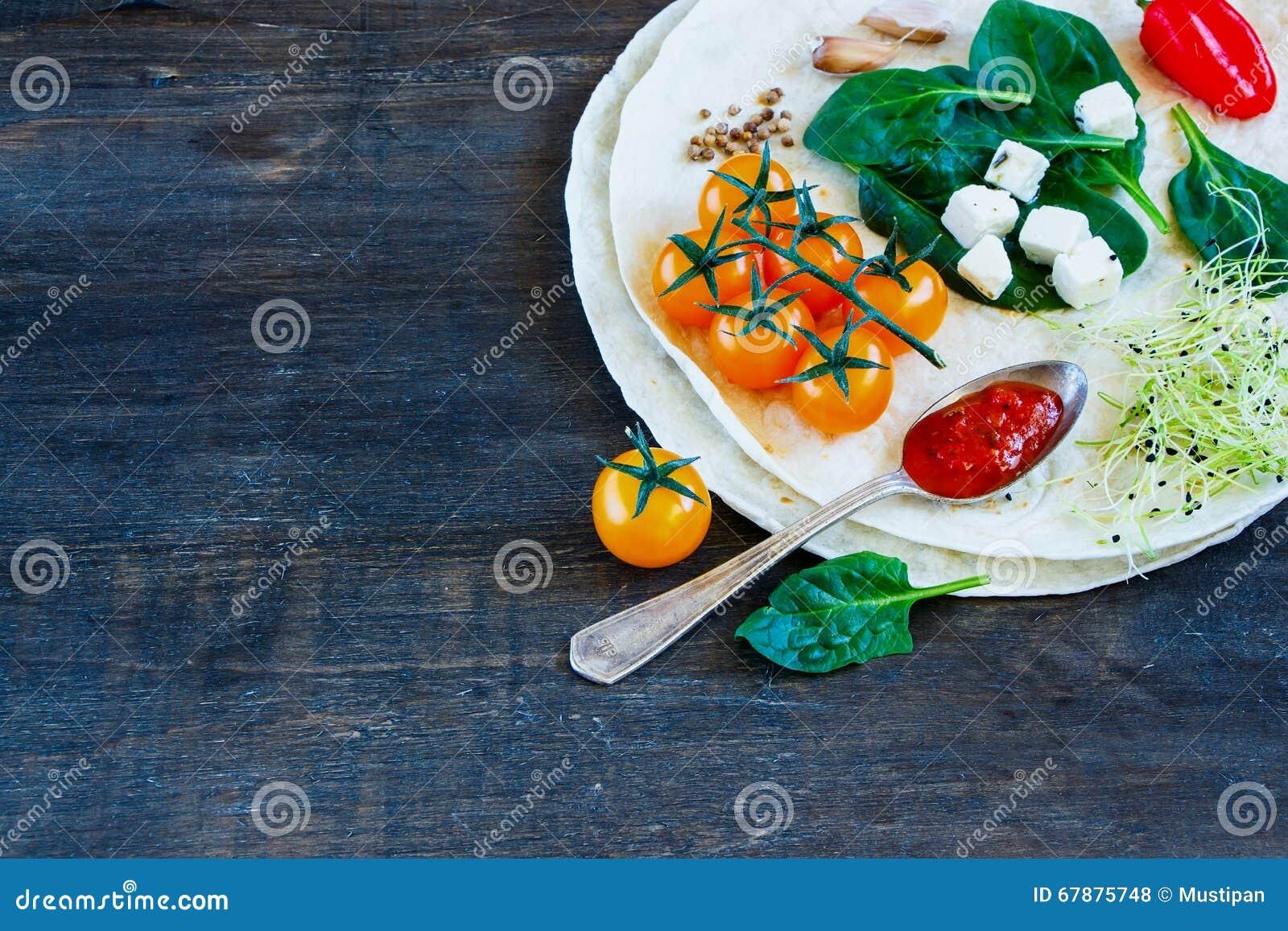 Vlakke tortilla s en groenten
