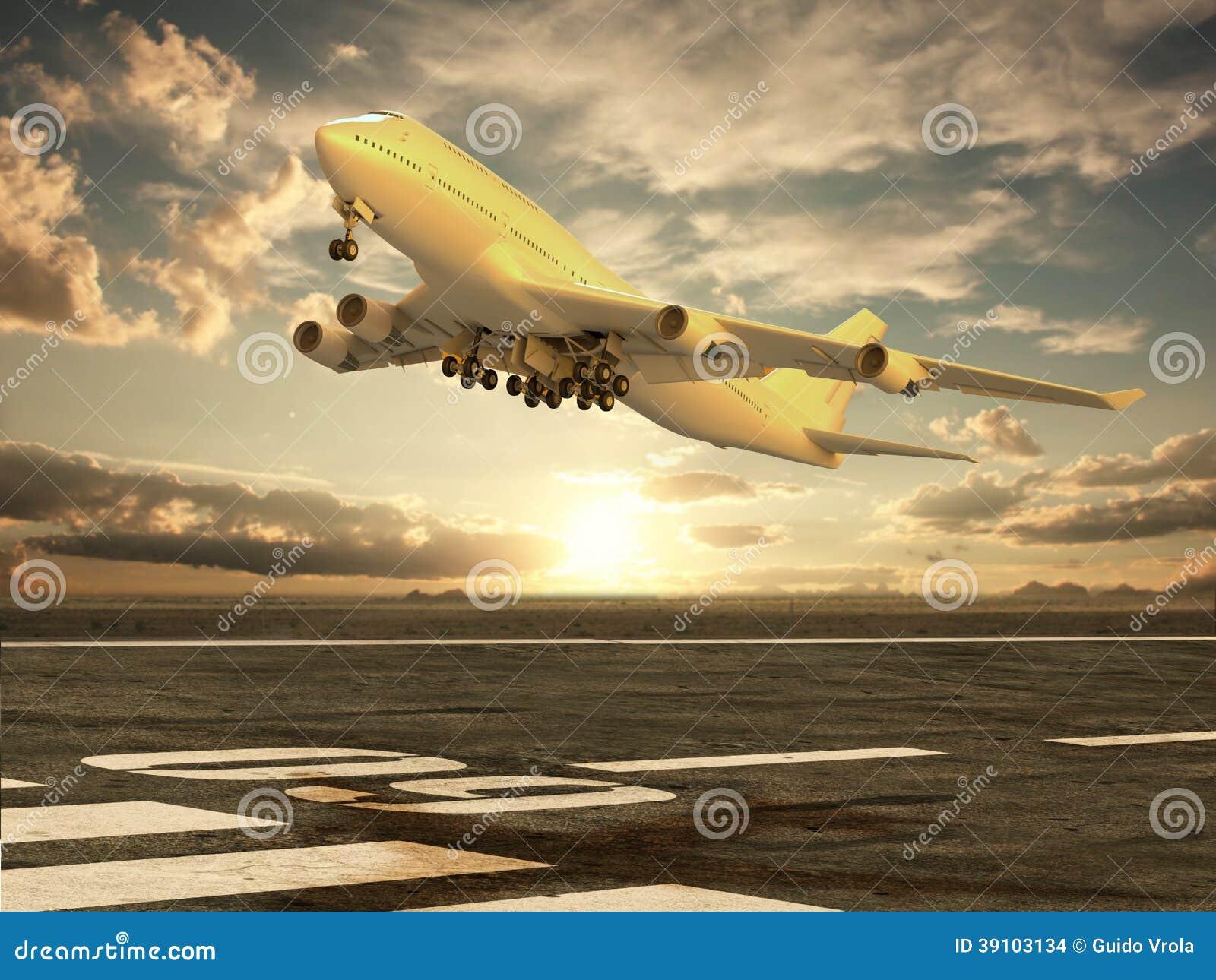 Vliegtuig die bij zonsondergang opstijgen