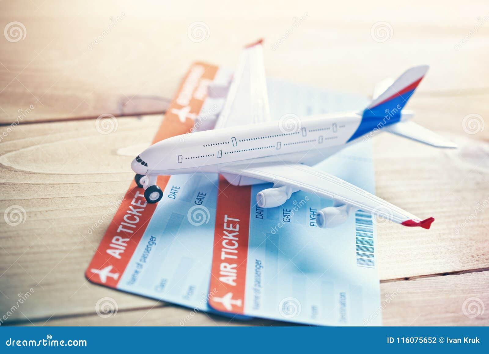 Vliegtuig Reizen En Kaartjes Die Concept Boeken Stock Foto
