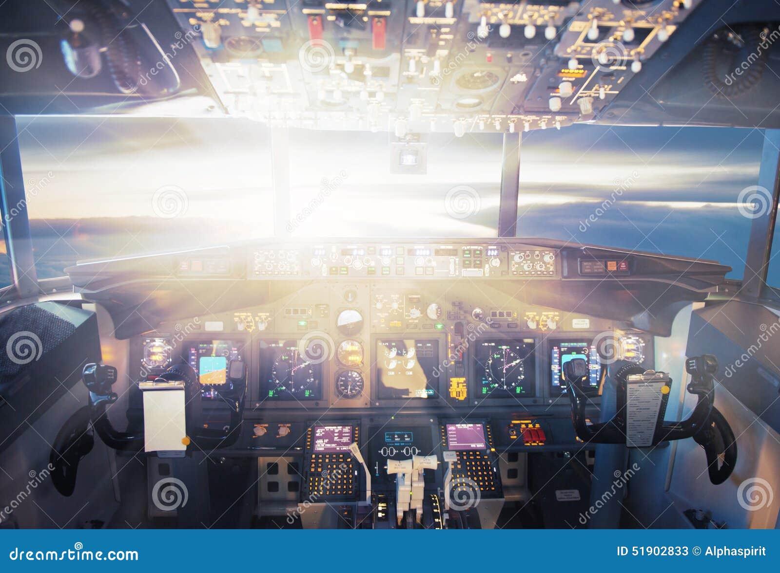 Vliegtuigen in de zonsondergang