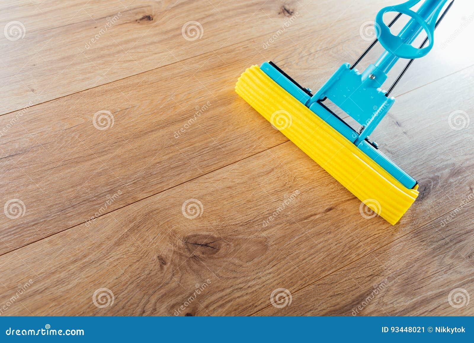 Houten vloer reinigen met stoom met een stoomzuiger kan dat