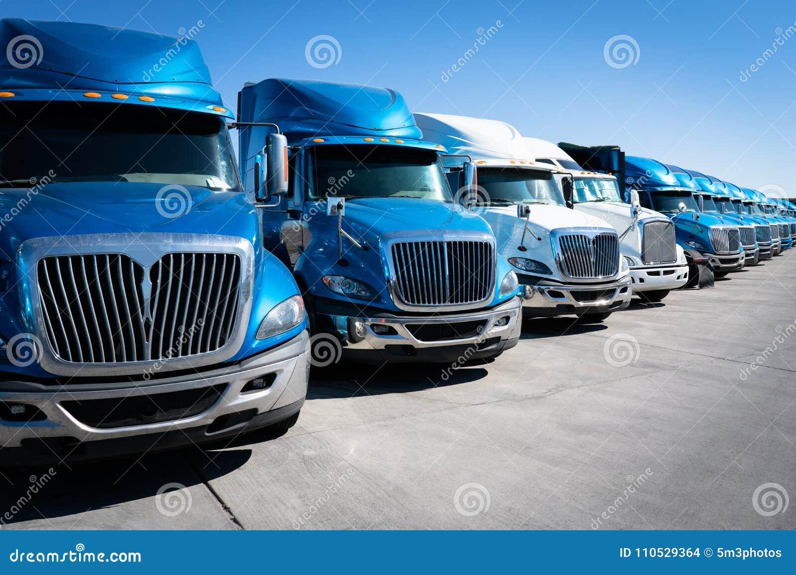 Vloot van semi vrachtwagen 18 speculantvrachtwagens