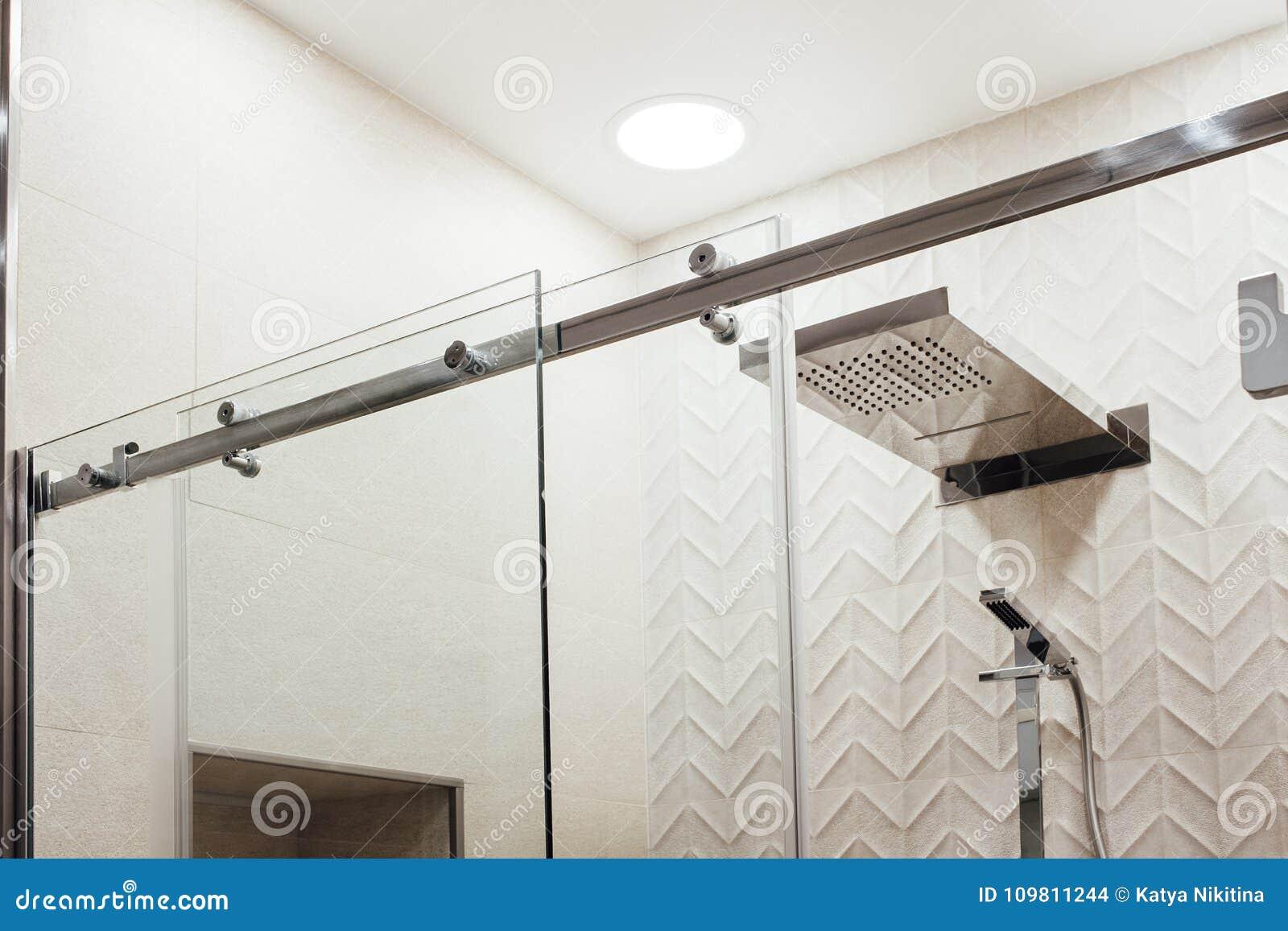 VMetal struktur av de övrehållarna och rullarna för dörren för glidningsexponeringsglas i duschen