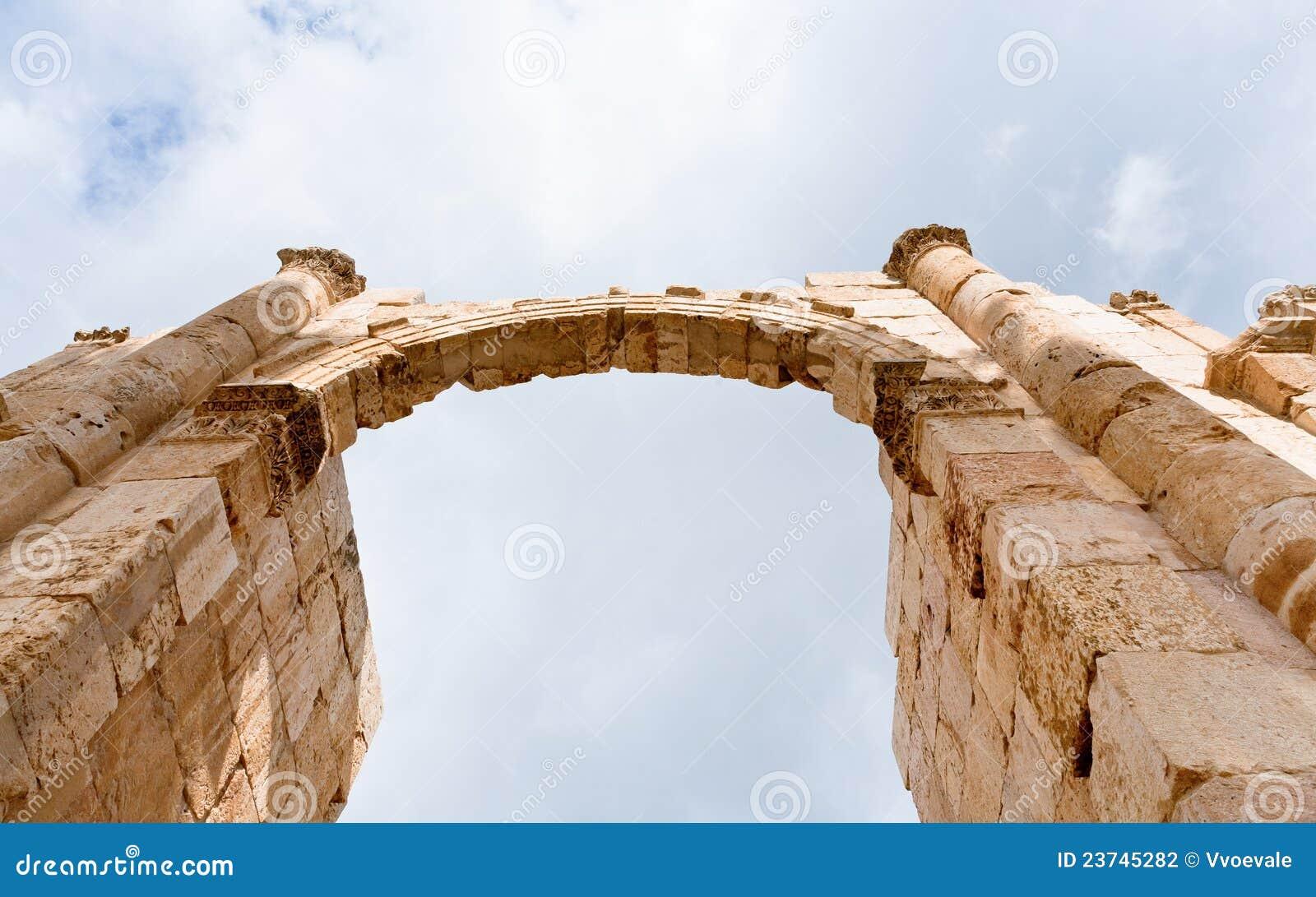 Voûte et fléau dans la ville antique de Gerasa Jerash