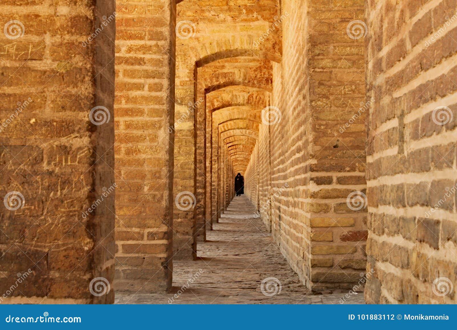 Voûtes de Siosepol sur le pont à Isphahan