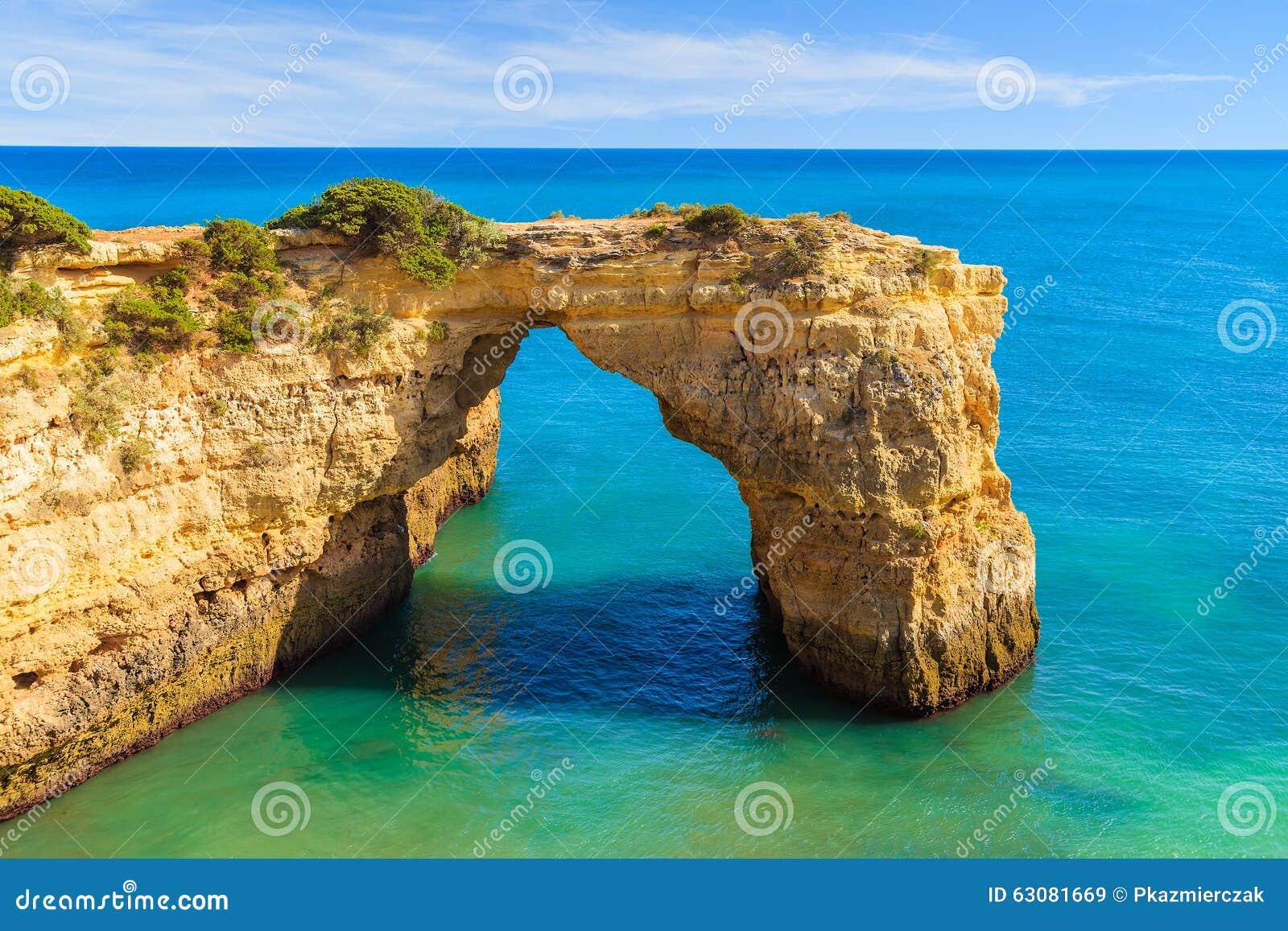 Download Voûte De Falaise De Roche Près De Plage De Marinha Image stock - Image du vacances, bleu: 63081669