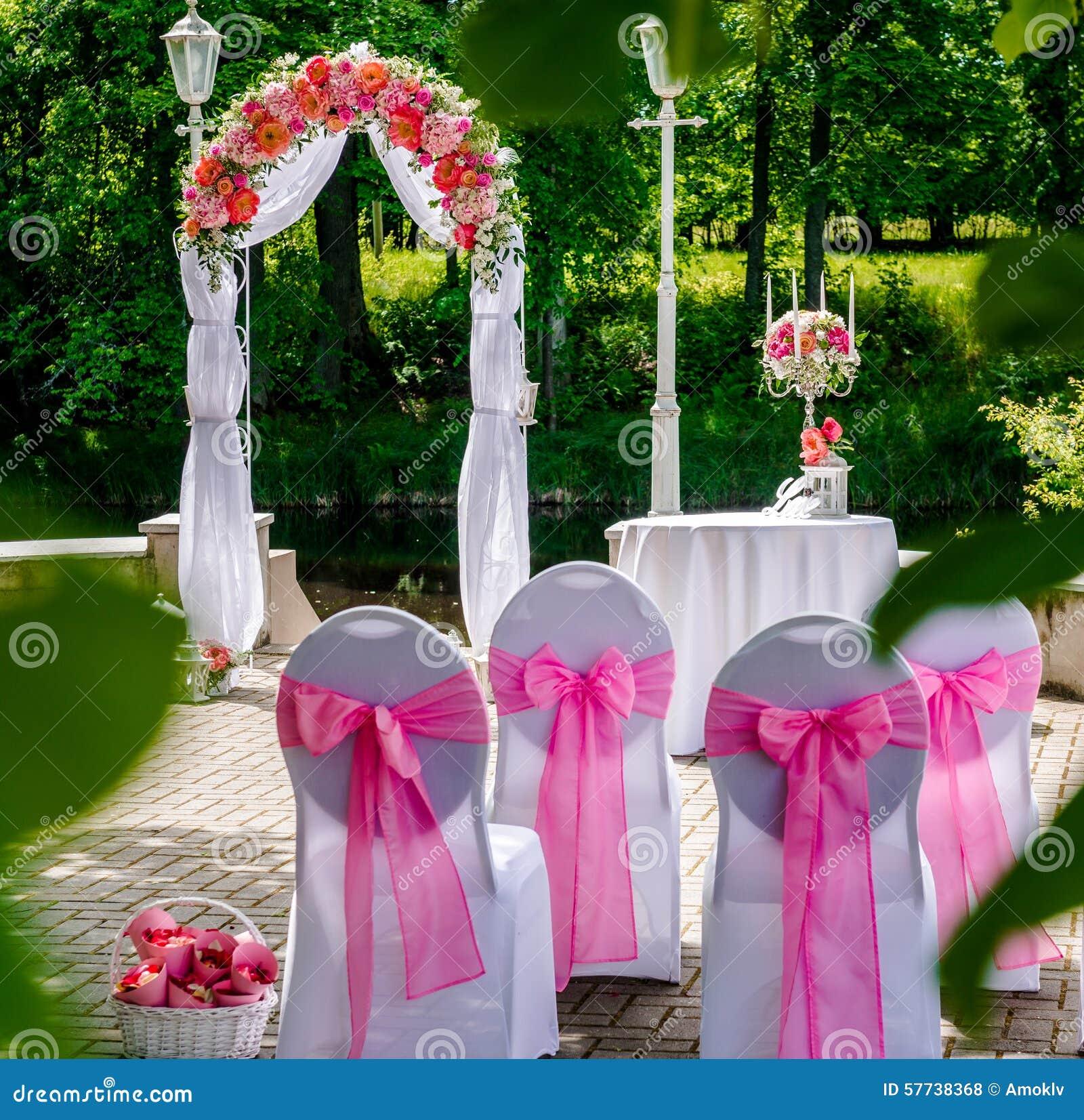 Wonderful Mariage A L Exterieur #5: Voûte De Mariage à Lu0027extérieur Photos Libres De Droits