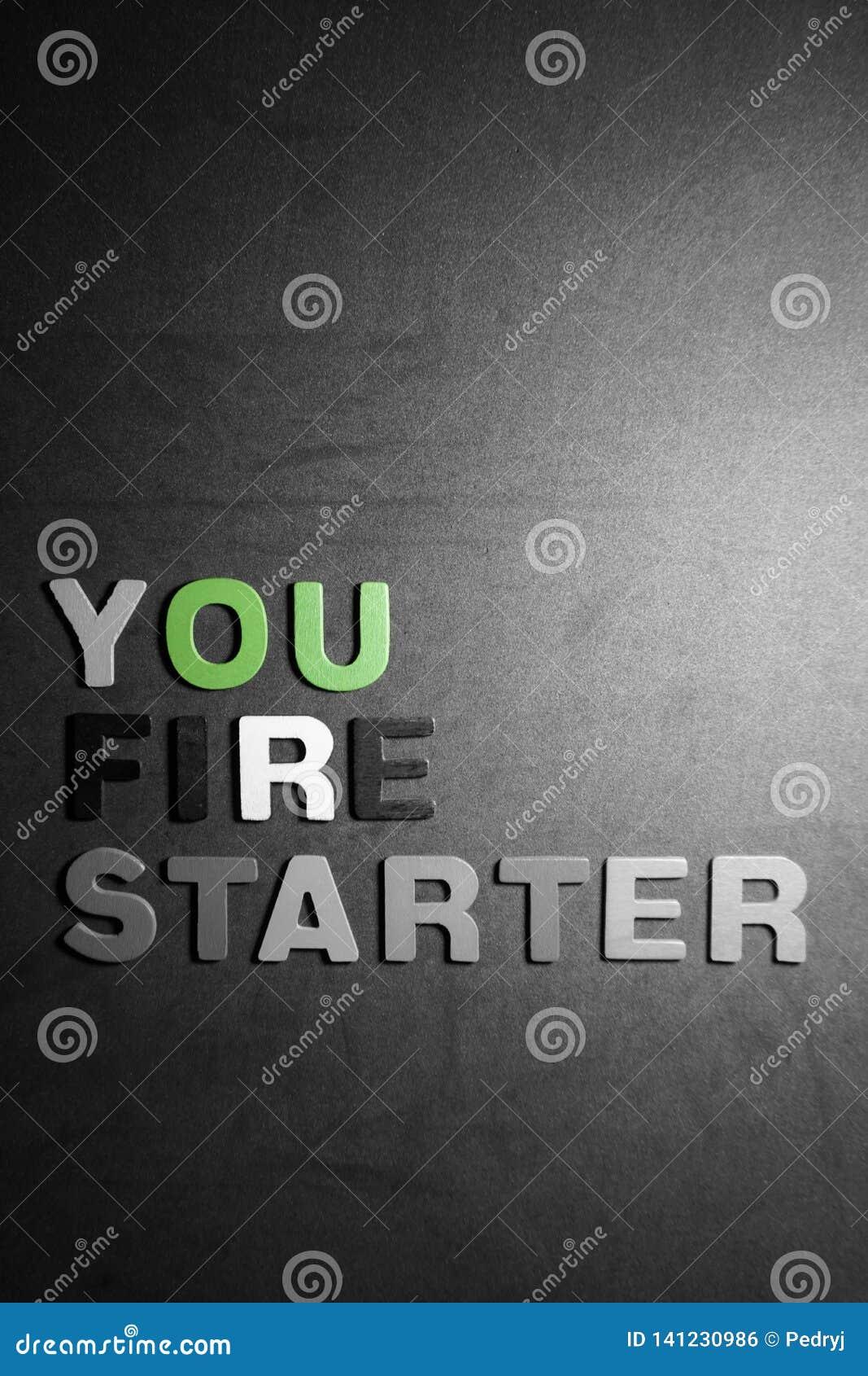 Você ateia fogo ao acionador de partida