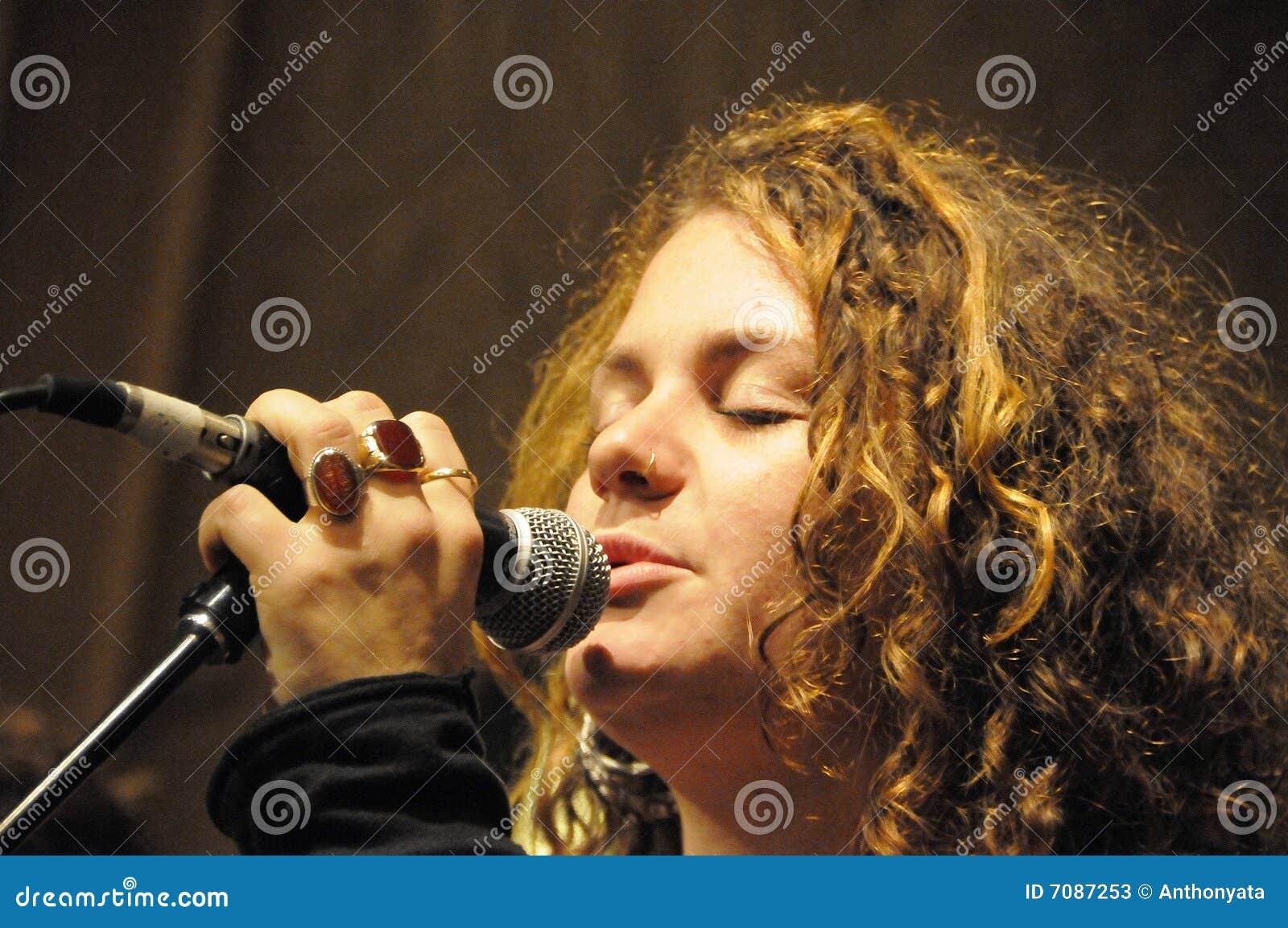 Vocalist Extrodinare