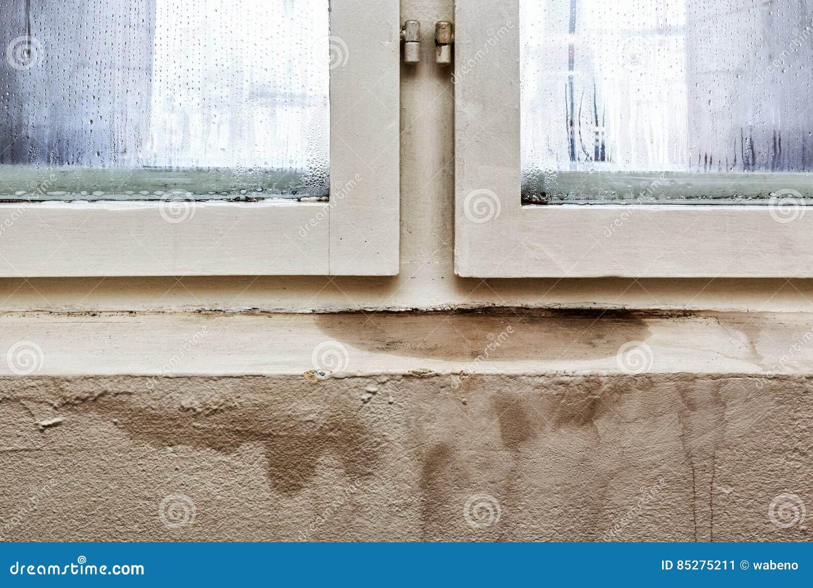 Vochtigheidsgraad In Huis : Vochtigheid en vorm problemen in een huis stock afbeelding