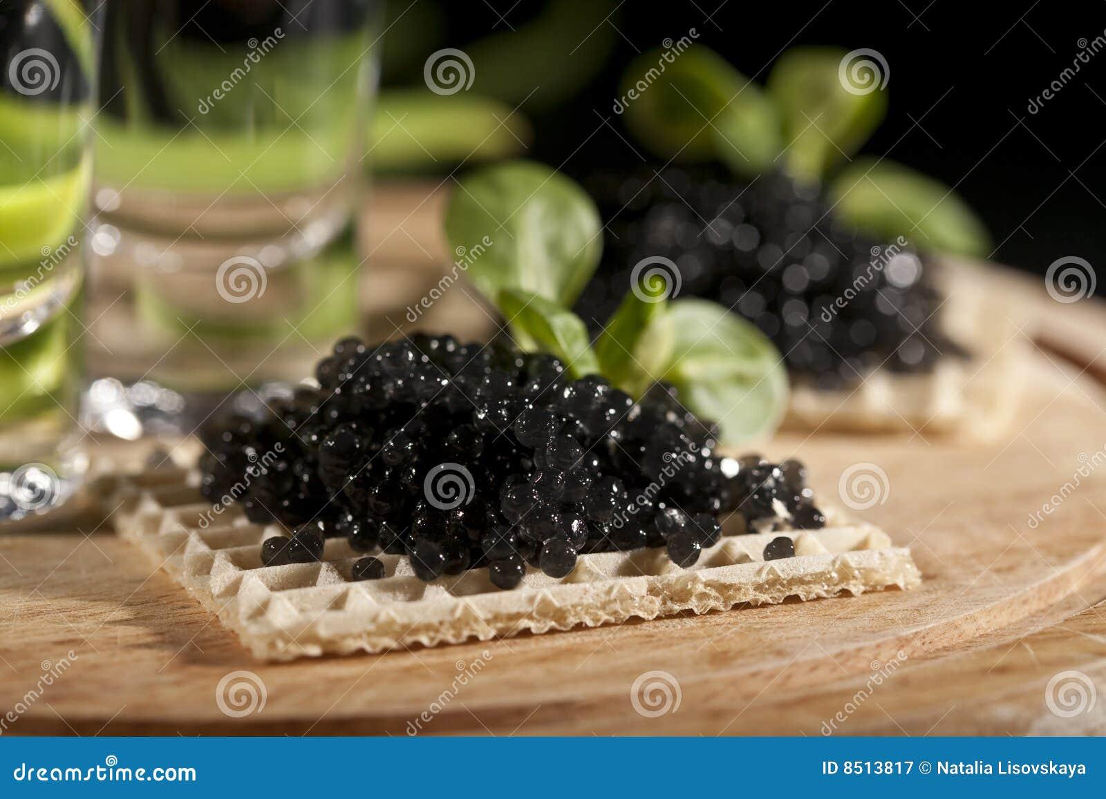 Vodka et caviar noir