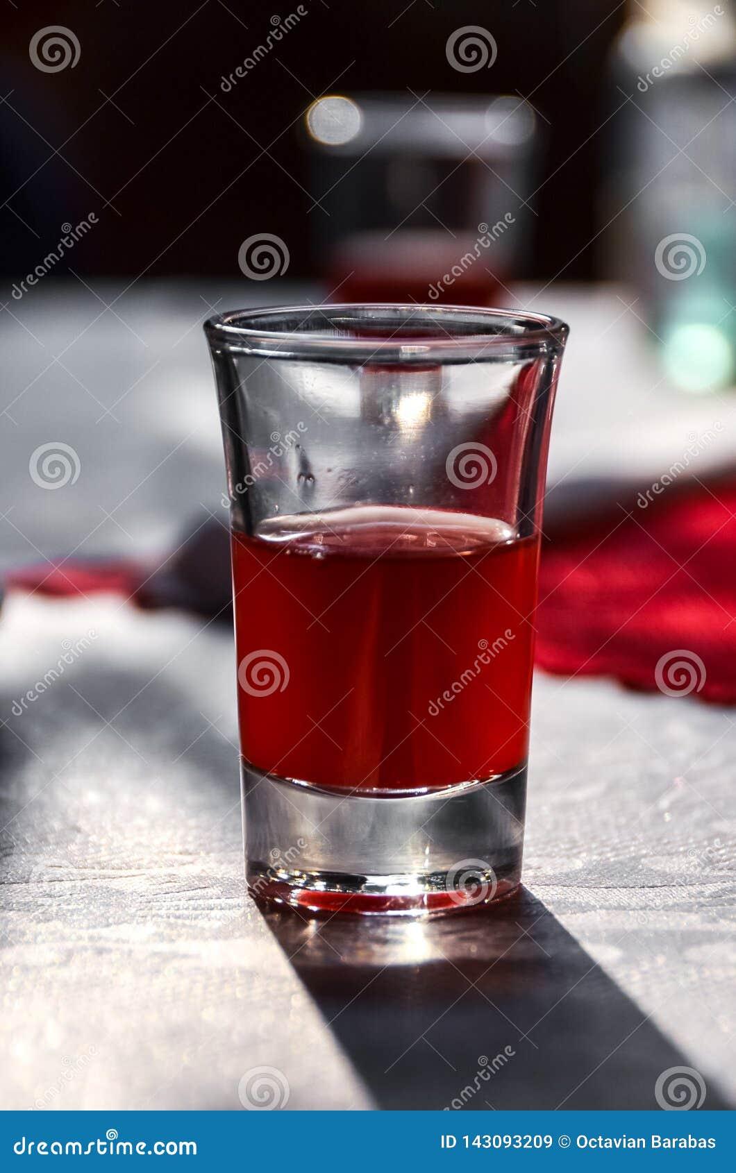 Vodka rouge de riz du Vietnam