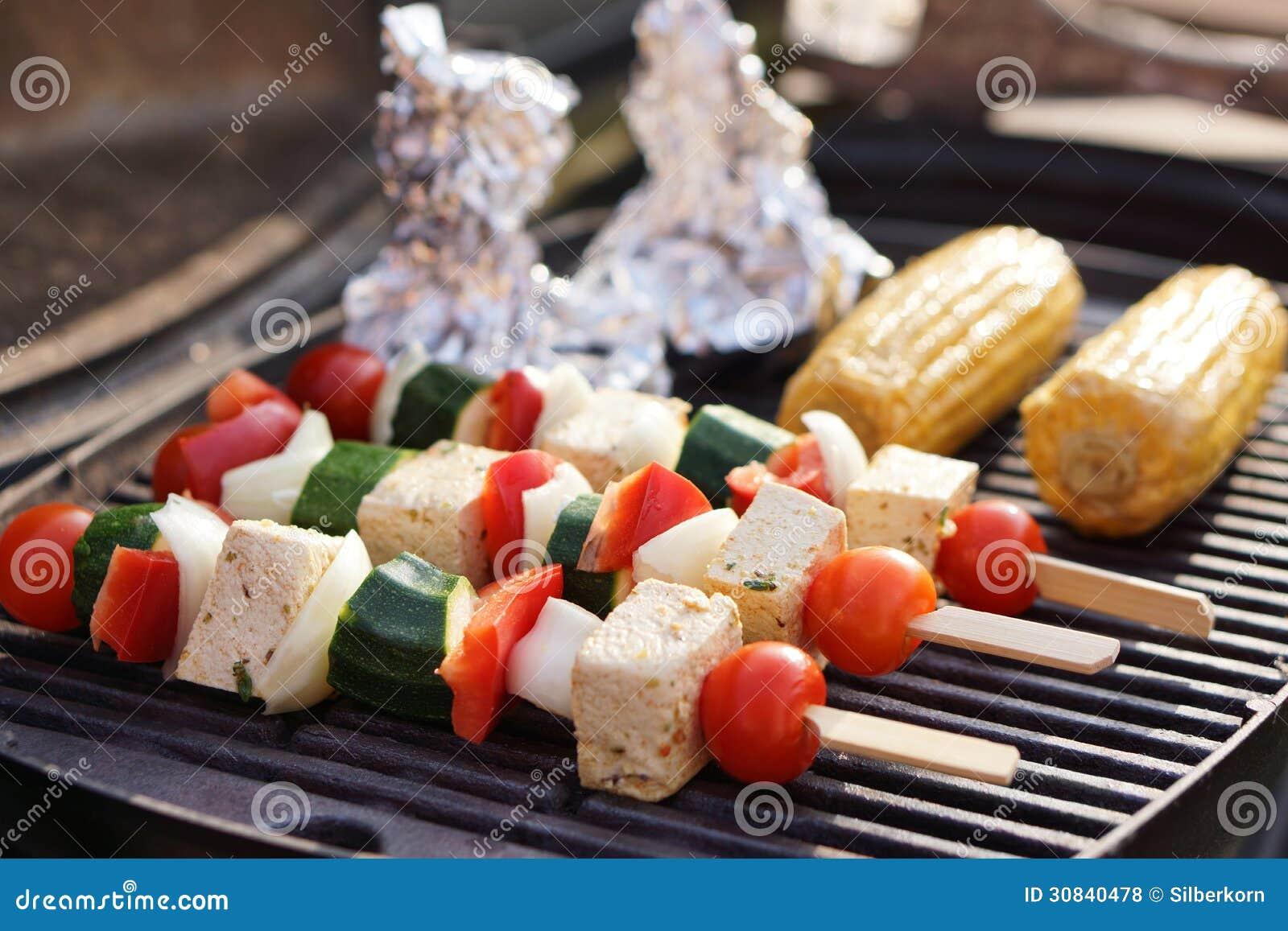 Voedsel: Vegetarische Barbecue, Groenten En Tofu Kebabs