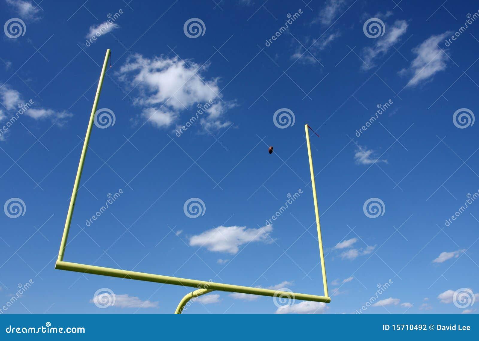 Voetbal die door de Doelpalen wordt geschopt