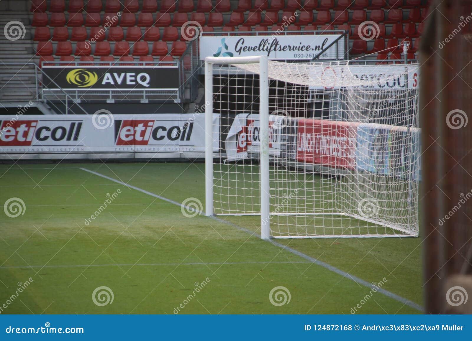 Voetbaldoel bij het stadion van Sparta in Rotterdam