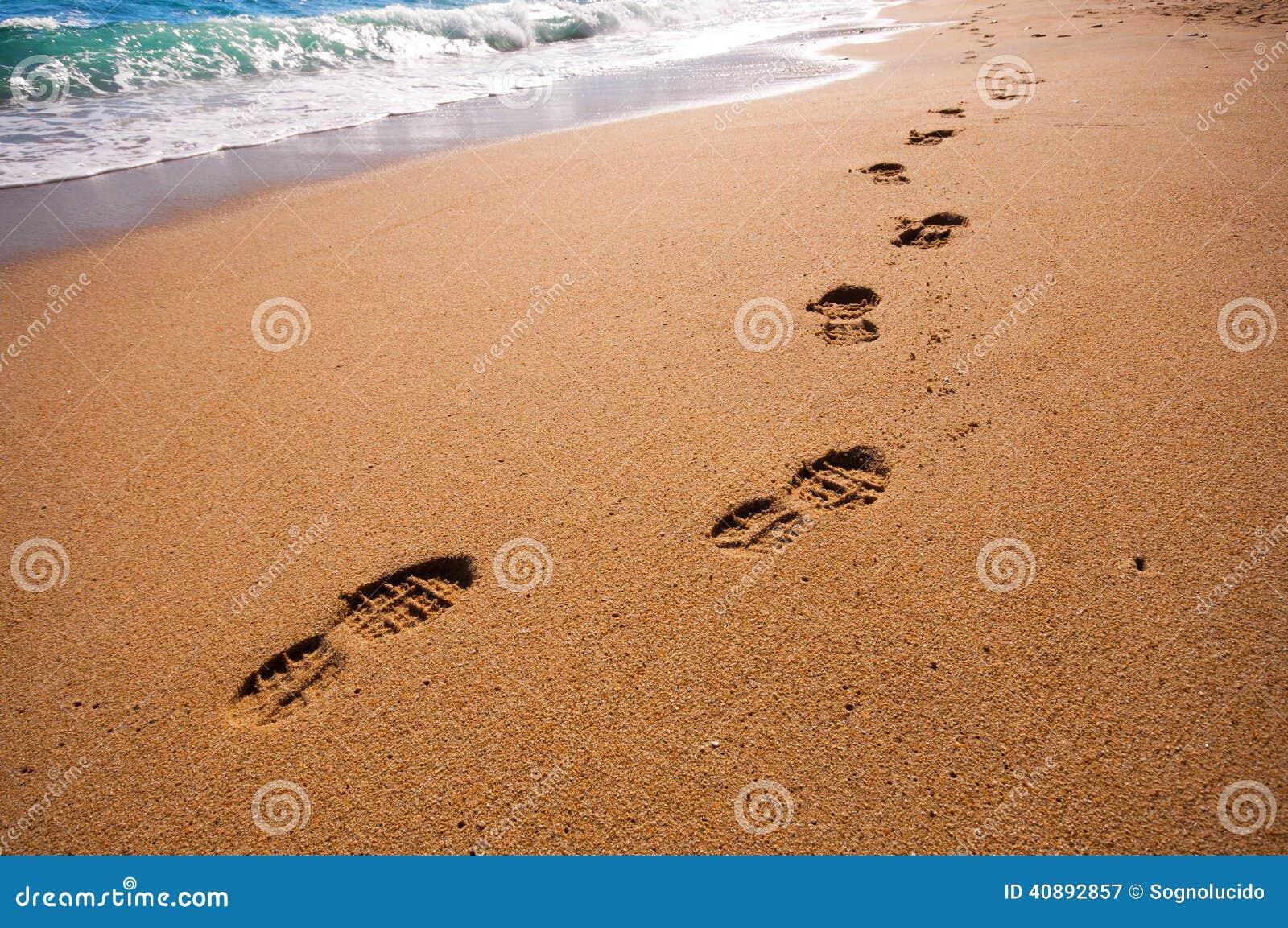 Voetstappen op het strand
