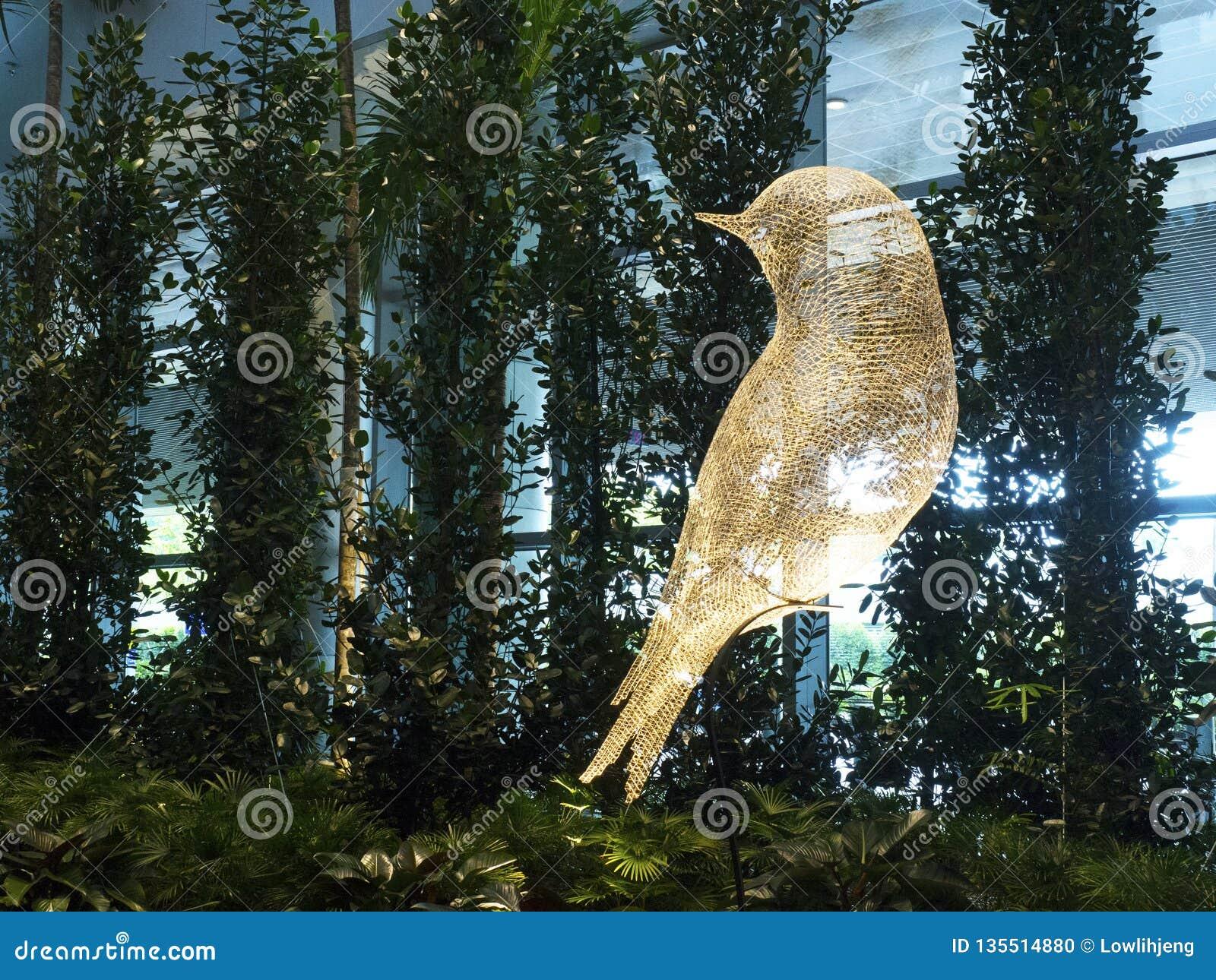 Vogel-Skulptur an internationalem Flughafen Changi, Anschluss 4