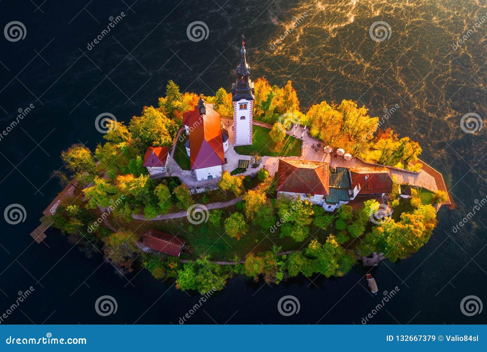 Vogelperspektive der Kirche der Annahme im See blutete, Slowenien