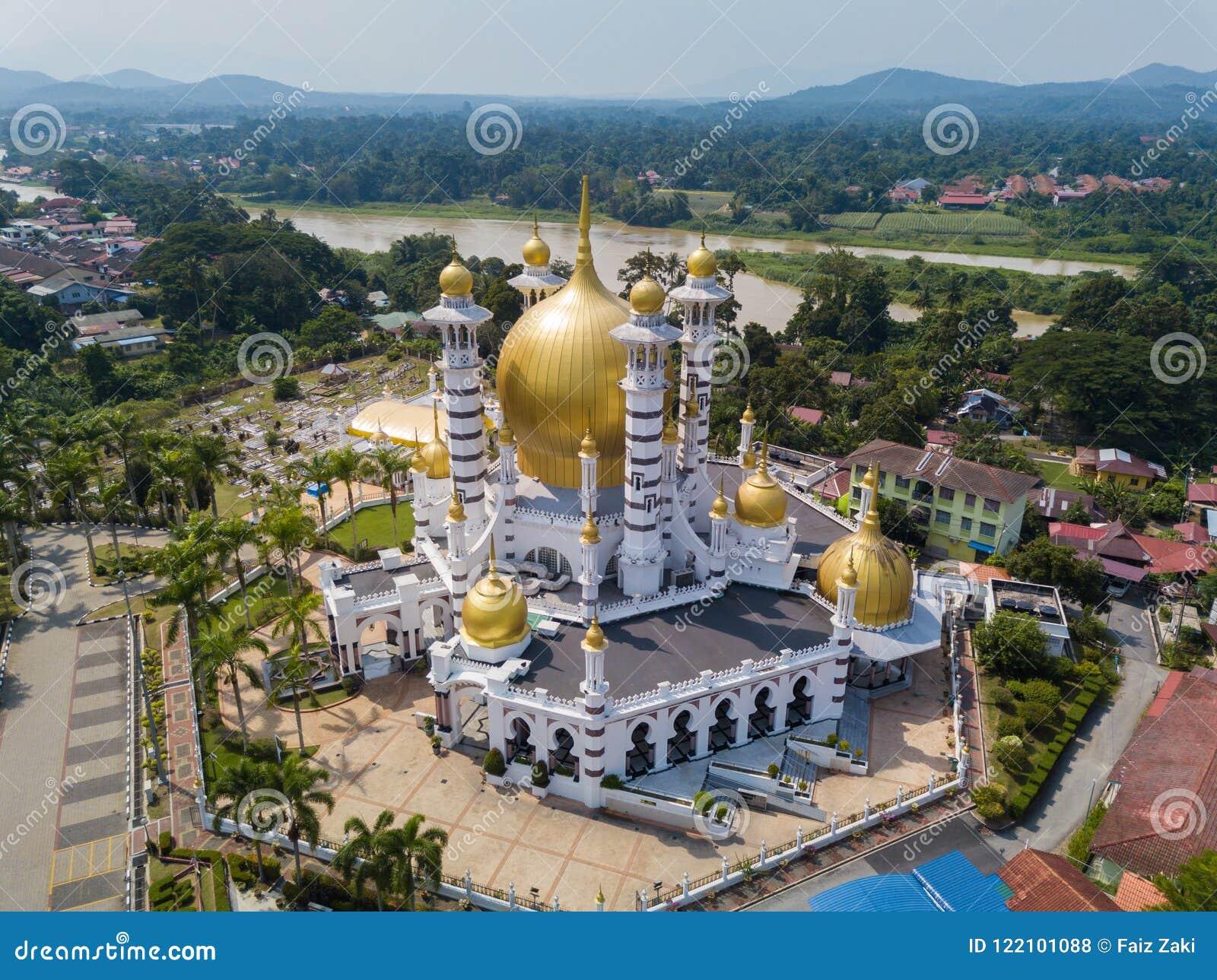 Vogelperspektive der schönen Moschee in Kuala Kangsar, Malaysia
