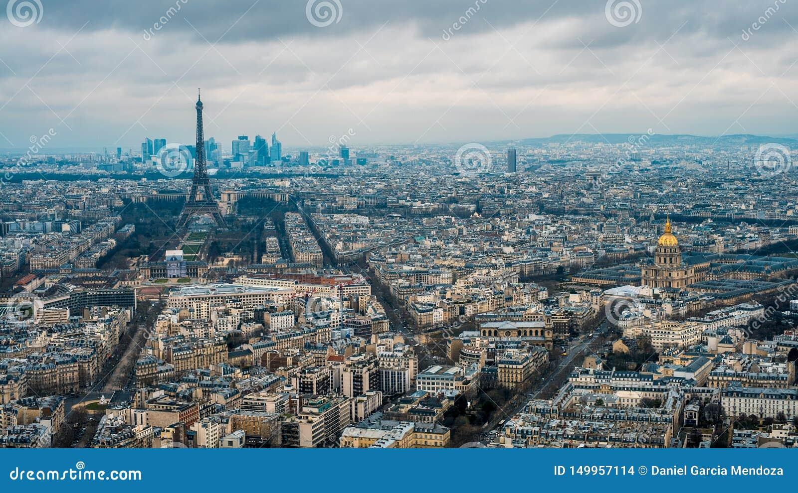 Vogelperspektive des Eiffelturms und der Paris-Stadt Erhöhte Ansicht von Stadtbild