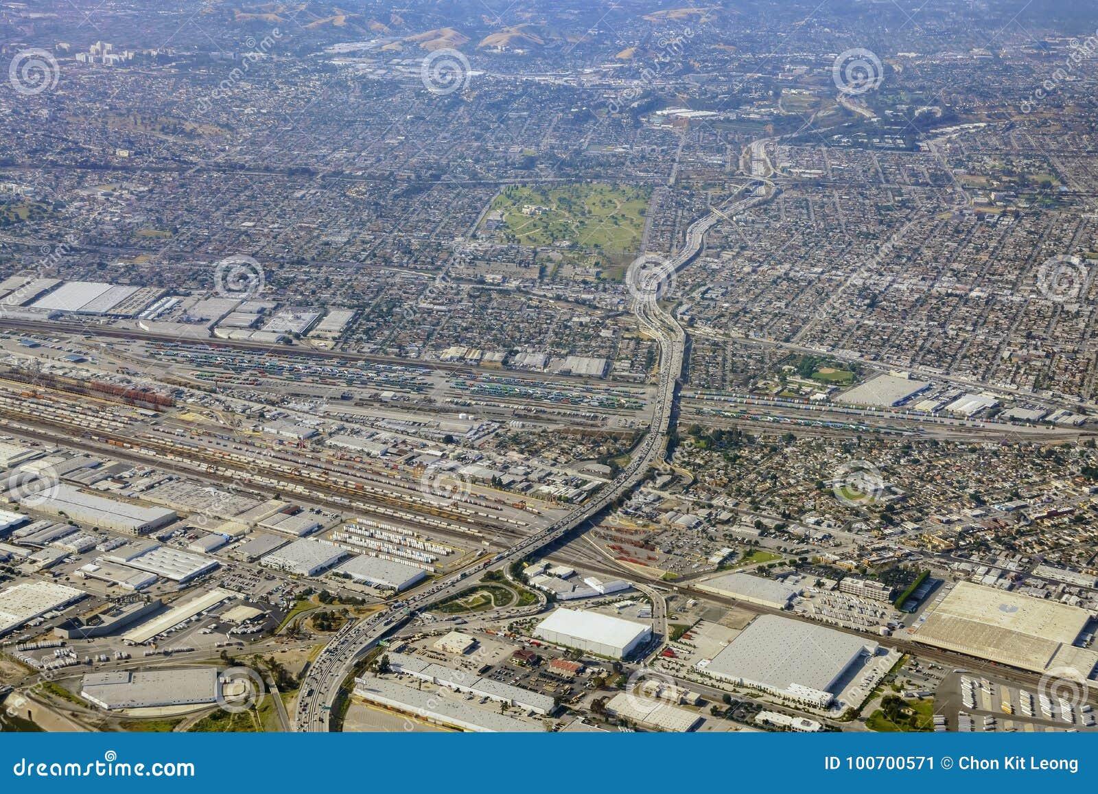 Vogelperspektive des Ost-Loses Angeles, Bandini, Ansicht vom Fensterplatz
