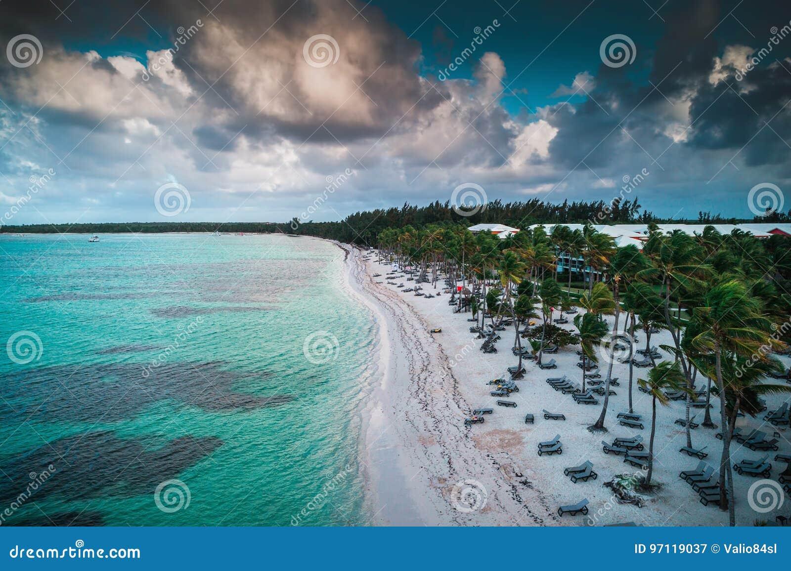 Vogelperspektive des tropischen Strandes, Dominikanische Republik