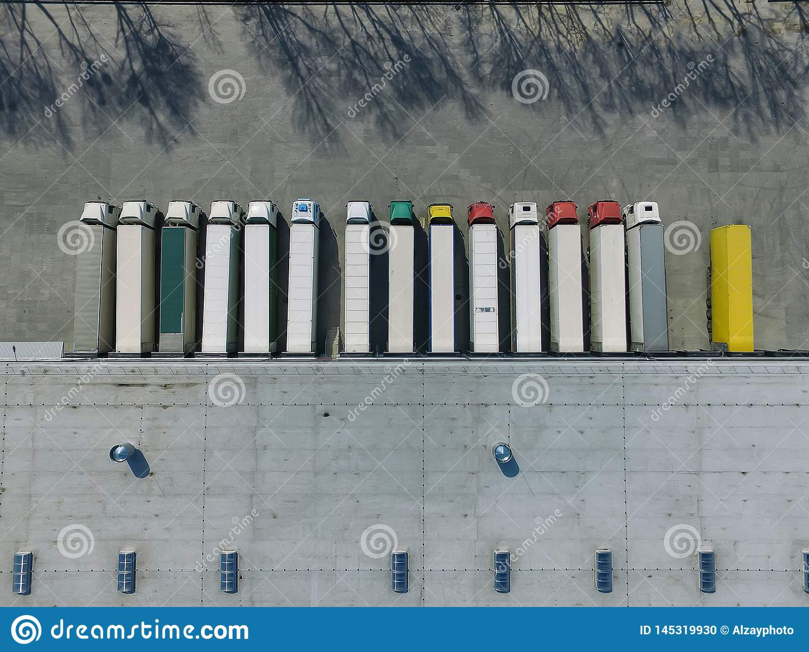 Vogelperspektive des Warenlagers Logistikmitte in der Industriestadtzone von oben